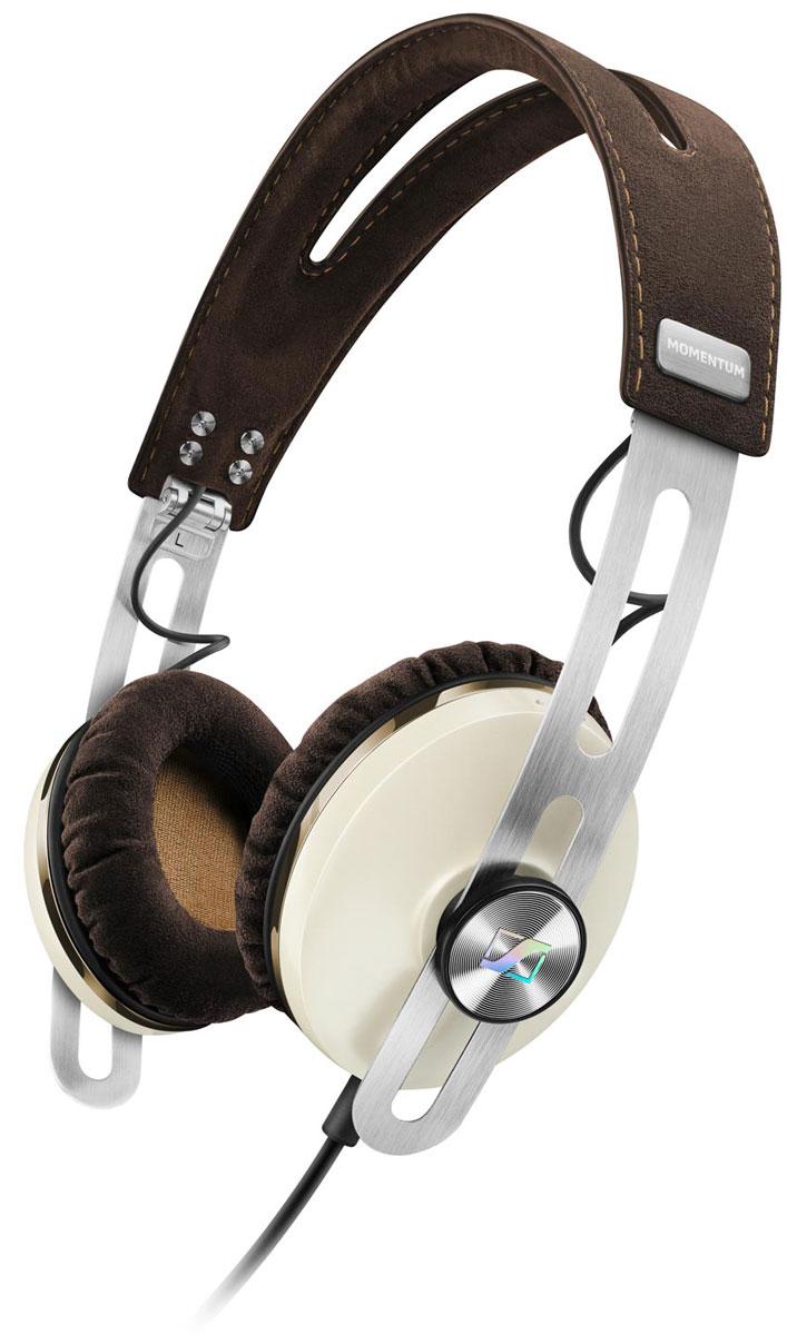 Sennheiser Momentum 2.0 On-Ear (S), Ivory наушники506390Наушники второго поколения Sennheiser Momentum 2.0 On-Ear отличаются повышенным комфортом, складной конструкцией и односторонним сменным кабелем с пультом управления и микрофоном. Sennheiser Momentum 2.0 оснащены новыми 18-омными преобразователями Sennheiser, которые гарантируют полное, детальное звучание и широкую звуковую картину. В наушниках используются амбушюры новой, ассиметричной конструкции из мягкого воздухопроницаемого материала алькантара (Alcantara) для лучшего комфорта и снижения влияния окружающего шума.