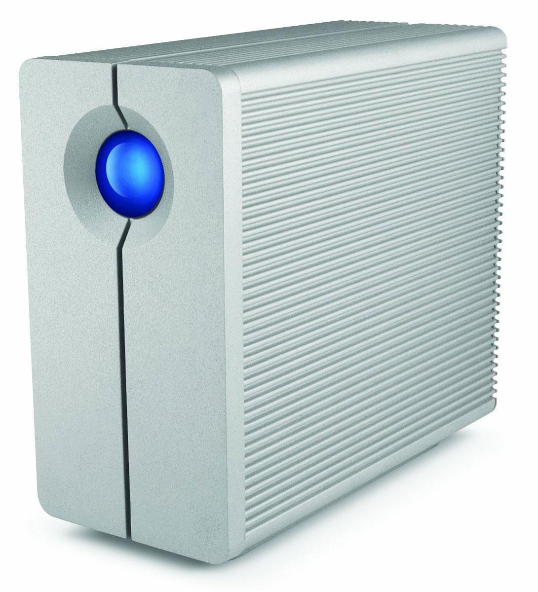 LaCie 2big Quadra 10TB сетевое хранилищеLAC9000495LaCie 2big Quadra представляет собой внешний стационарный накопитель, позволяющий обеспечить надежное хранение большого объема данных, быстрый доступ к ним посредством подключения с любого компьютера, ноутбука или другого устройства. Накопитель был разработан полностью с нуля и отвечает самым высоким требованиям современности. Так, он оборудован портом USB 3.0, обеспечивающим скорость передачи данных до 5 Гбит/с, а также двумя разъемами FireWire 800. Сетевой накопитель оборудован еще более продвинутой системой охлаждения, которая стала на 50% тише, чем в предыдущем поколении устройства, эффективность работы которой также значительно возросла. LLaCie 2big Quadra - это идеальное решение для резервного копирования, создания различного цифрового контента, редактирования видео и аудио, а также других задач, требующих скоростного обмена данными.