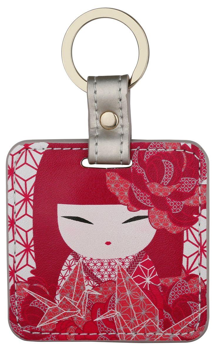 Брелок Kimmidoll, цвет: красный. KF1124KF1124Подвеска-брелок красиво запакована в подарочную коробочку, декорирована мягкой подвеской в виде сердца. Незабываемый подарок для самого близкого Вам человека! В чем плюсы: Этот аксессуар можно использовать, как брелок, подвеску на сумку или в автомобиле.