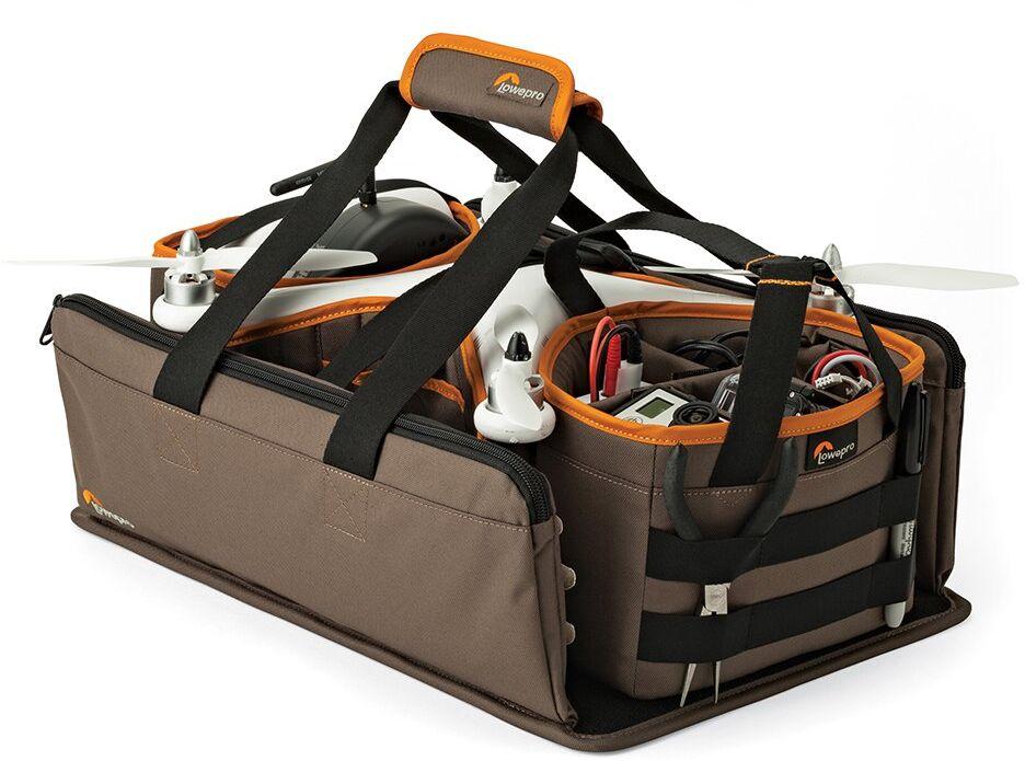 Lowepro DroneGuard Kit, Khaki сумка для дронаLP36910-PRUУльтракомпактная легкая сумка DroneGuard Kit - это больше, чем просто сумка для нового вида техники, квадрокоптеров. Это комплексное решение для переноски, рассчитанное на модели, аналогичные DJI Phantom 1, 2, 3. Представляет собой каркас с твердым прочным основанием с закрепленными съемными отсеками и передвижными перегородками и удобными ручками для переноски. Сумка выполнена из прочного, износостойкого влагозащищенного материала. Модульный дизайн позволяет оперативно разместить квадрокоптер и аксессуары, и использовать сумку в собранном виде или отдельными элементами, в зависимости от условий и поставленных задач. В комплект входит отделение для батареек с передвижными перегородками, боковые отделения со специальными кармашками для хранения запасных лопастей и инструментов, отделение для пульта управления, передвижные съемные перегородки для безопасной транспортировки корпуса квадрокоптера. Функционально продуманный дизайн сумки позволяет удобно переносить и хранить...