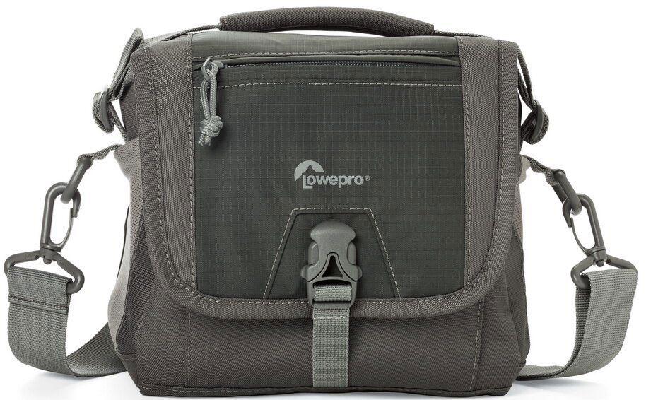 Lowepro Nova Sport 7L AW, Grey сумка для фотокамерыLP36612-PRUПродуманный дизайн сумок со съемным отделением для фотооборудования позволяет эффективно моделировать внутреннее пространство, обеспечивая плотное прилегание камеры и объективов, тем самым надежно предохраняя технику от механических повреждений. Дополнительные кармашки для карт памяти и внешние карманы для других мелких вещей позволяют удобно размещать необходимые аксессуары. Быстрый доступ к камере осуществляется через верхнюю крышку. Эргономичный плечевой ремень, несоскальзывающий с плеча обеспечивает комфорт при транспортировке и при съемке. Сумки серии Lowepro Nova Sport AW надежно защищены от неблагоприятных погодных условий: водоотталкивающий прочный внешний материал предохраняет чувствительную фототехнику от пыли и влаги, а вшитый всепогодный чехол AW (All Weather Cover™) защитит оборудование даже под проливным дождем.