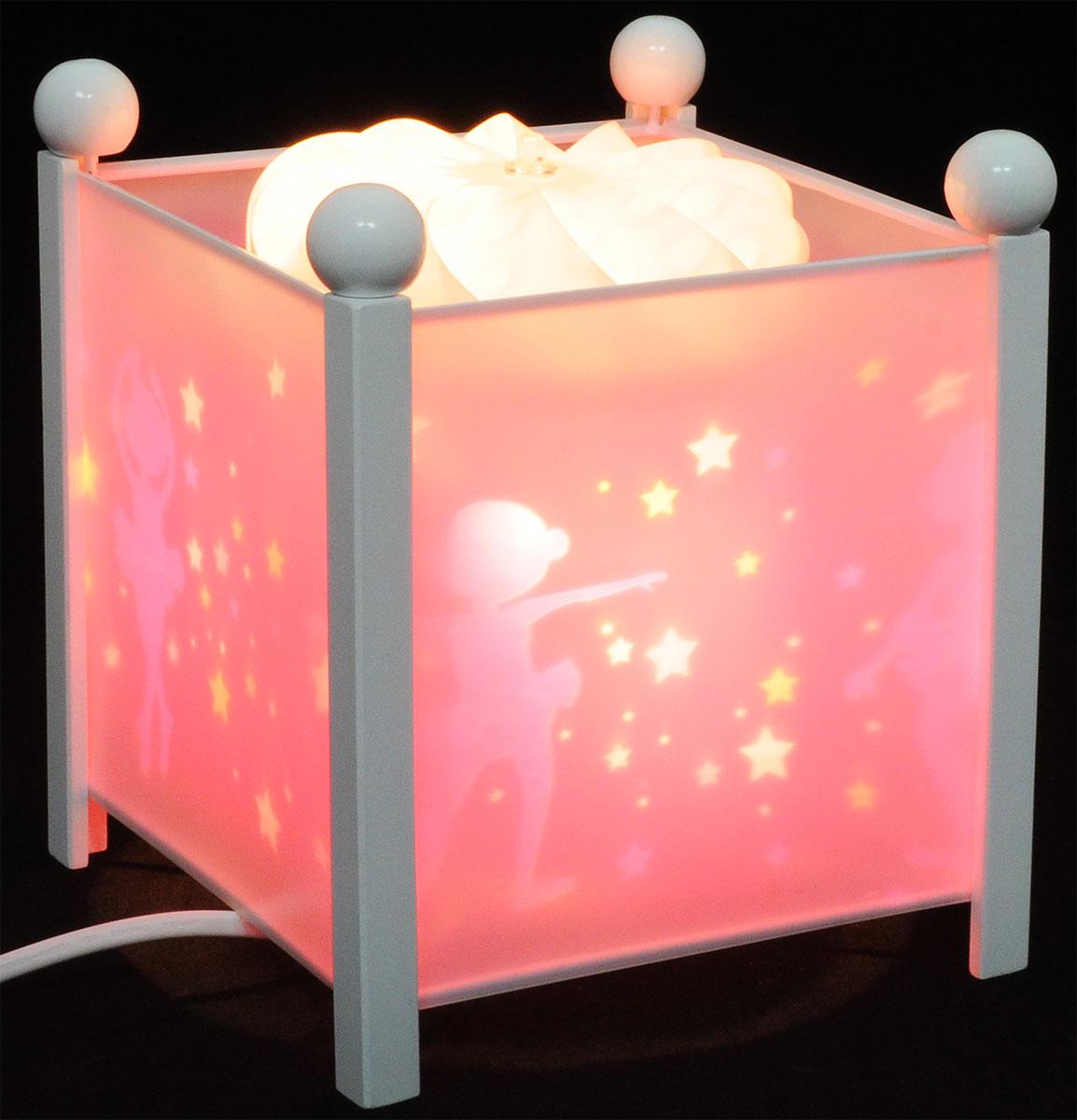 Trousselier Светильник-ночник Magic Lantern Ballerina цвет белый4311W 12VНочник Trousselier Magic Lantern Ballerina - идеальный аксессуар для детской комнаты. Нежный свет и красочные картинки создадут атмосферу уюта, успокоят и убаюкают кроху. Вы можете подобрать картинку, а также музыкальную подставку с подзаводом (опция). Классический ночник с вращающейся картинкой. Цилиндр ночника вращается благодаря системе нагрева от лампочки 12V 20W, цоколь E14. Тип розетки: C. Размер: 16,5 см x 19 см. Материал: металлический корпус, деревянные ножки и углы, пластиковый, жароустойчивый цилиндр. Поставляется в подарочной упаковке. Соответствует нормам безопасности: CE EN 60598-2-10.