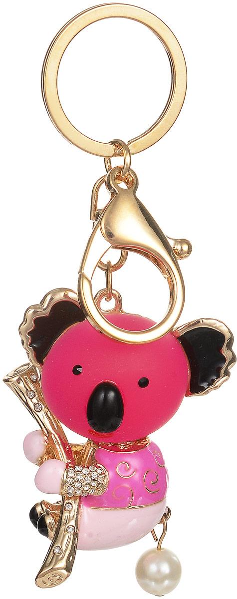 Брелок Fashion House, цвет: розовый, золотой. FH30128FH30128Уникальный брелок Fashion House выполнен в виде розовой коалы, повисшей на дереве. Брелок создан из металла и пластика и декорирован стразами, разноцветной эмалью и жемчужной бусиной. Оборотная сторона брелока выполнена в виде изящной золотистой металлической сетки. Крепится брелок при помощи прочного кольца и карабина, которые гарантируют сохранность прикрепленных к брелоку ключей и самого брелока.