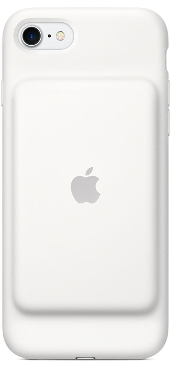 Apple Smart Battery Case чехол для iPhone 7, WhiteMN012ZM/AЧехол Smart Battery Case разработан специально для увеличения заряда аккумулятора и защиты iPhone 7. Мягкая подкладка из микроволокна защищает корпус iPhone, а его внешняя силиконовая поверхность очень приятна на ощупь. Чехол сделан из мягкого эластомерного материала, поэтому его легко надевать и снимать. Одновременно заряжая iPhone и чехол с аккумулятором, вы получите возможность говорить по телефону до 26 часов, работать в интернете через LTE до 22 часов и ещё дольше слушать музыку и смотреть видео. Когда iPhone находится в чехле Smart Battery Case, на экране блокировки и в Центре уведомлений отображается индикатор аккумулятора с точными данными об остатке заряда. Чехол поддерживает аксессуары с разъёмом Lightning, например кабель Lightning/USB (входит в комплект поставки iPhone). Его также можно использовать с док-станцией для iPhone с разъёмом Lightning (продаётся отдельно).