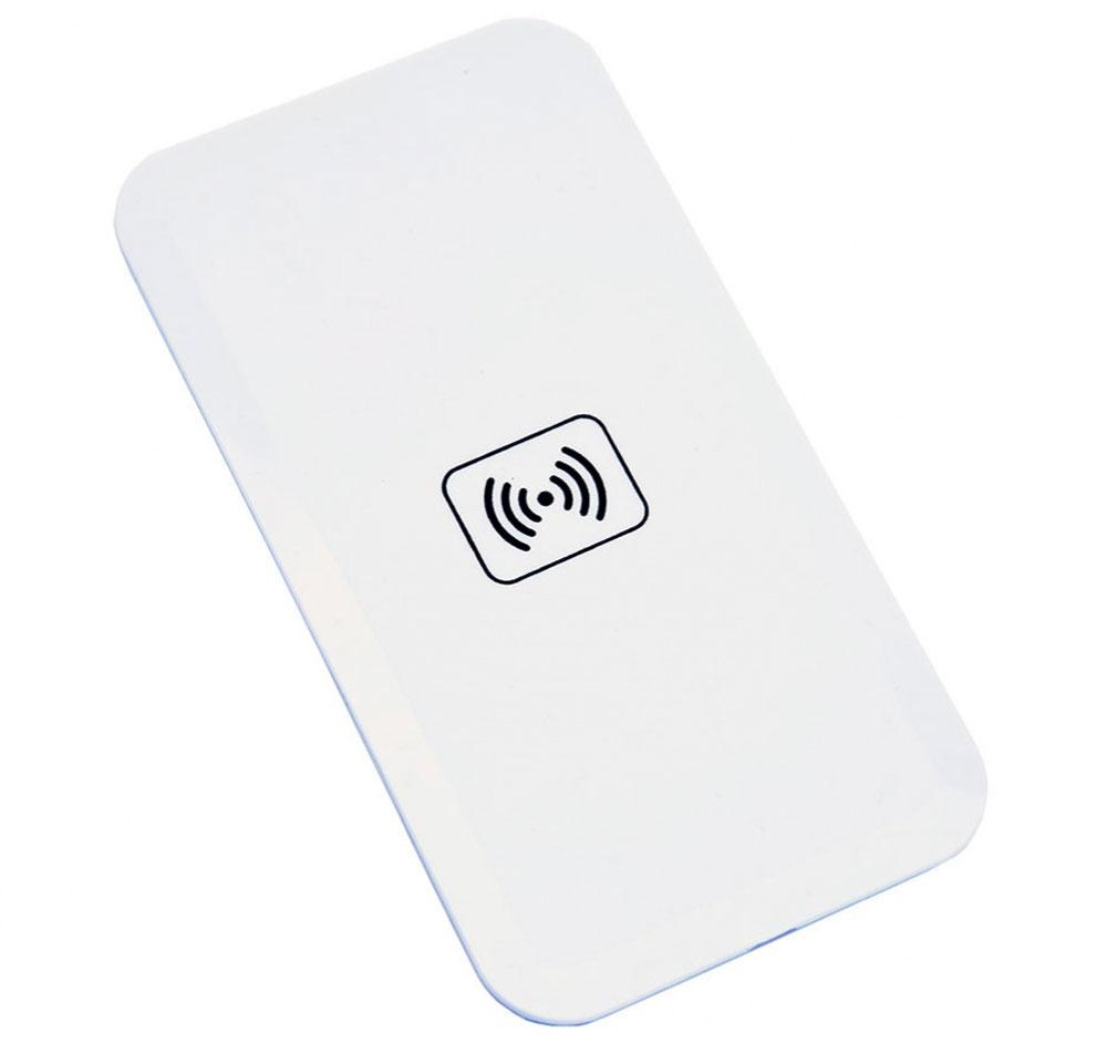 Bradex SU 0051, White беспроводное зарядное устройствоSU 0051Вашему смартфону постоянно не хватает зарядки, а разъемы зарядного устройства быстро изнашиваются из-за слишком частого использования? Беспроводной плоский аккумулятор для смартфонов решает эти проблемы! • Аккумулятор позволяет вам быстро полностью заряжать батарею смартфона без необходимости использовать провода или зарядное устройство. • Просто подсоедините к телефону миниатюрный Qi-приемник, который легко прячется внутри корпуса или чехла, и просто положите смартфон на аккумулятор. • Теперь вы можете спокойно заниматься своими делами, а ваш смартфон все это время будет заряжаться от платформы. • Все, что понадобится для работы Qi-приемника — это компьютер, ноутбук или розетка. С плоским беспроводным аккумулятором для смартфона вы перестанете беспокоиться об уровне зарядки вашего гаджета!