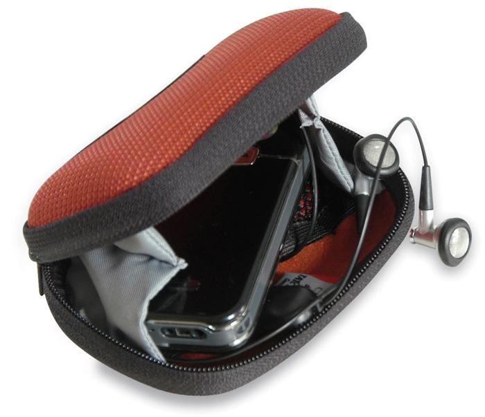 Сумка-чехол для фотоаппарата Tatonka Protection Pouch S, цвет: красный2940.016Универсальная поясная сумочка с жесткими стенками. Вставки из пенопласта гарантируют сохранность фотоаппарата, электронных приборов, очков и любых других предметов, требующих аккуратного обращения. Сумочка застегивается на молнию. Внутри имеется сетчатый кармашек и боковые вставки из ткани, чтобы содержимое не выпало при открывании.
