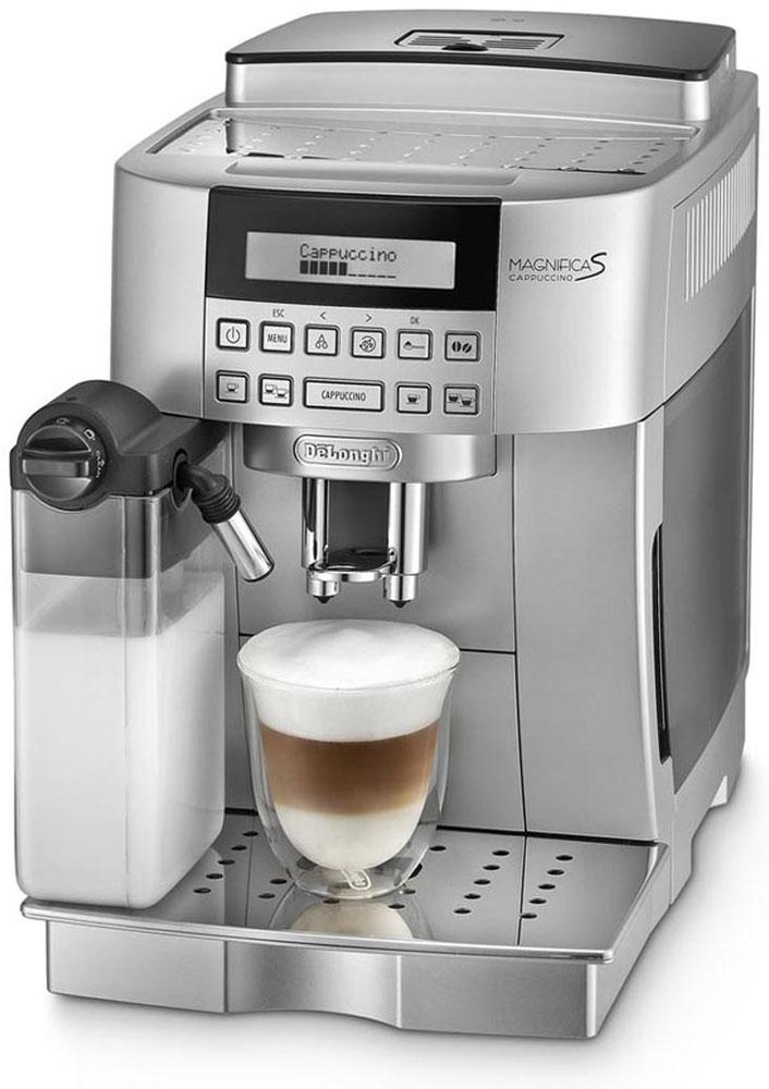 DeLonghi Magnifica EСAM22.360.S, Silver кофемашинаEcam 22.360.SКомпактная автоматическая кофемашина DeLonghi Magnifica ECAM22.360.S в серебристом корпусе оснащена запатентованной автоматической системой приготовления превосходного капучино одним нажатием кнопки. Данная модель имеет 2-строчный текстовый дисплей, позволяющий выполнить настройки в соответствии с вашими индивидуальными предпочтениями, подставку для чашек с подогревом и фильтр очистки воды. В устройстве предусмотрено шесть программ приготовления напитков. Для их активации достаточно нажать на соответствующую кнопку - все процессы выполняются в автоматическом режиме. Встроенный капучинатор позволяет не беспокоиться о необходимости взбивания молока для получения устойчивой пены. Пользователю доступны функции предварительного нагрева посуды, самостоятельной очистки резервуаров, а также включения и отключения устройства по расписанию. Кроме того, при необходимости добавления кофе и воды либо обслуживания прибора он получит предупреждение на...
