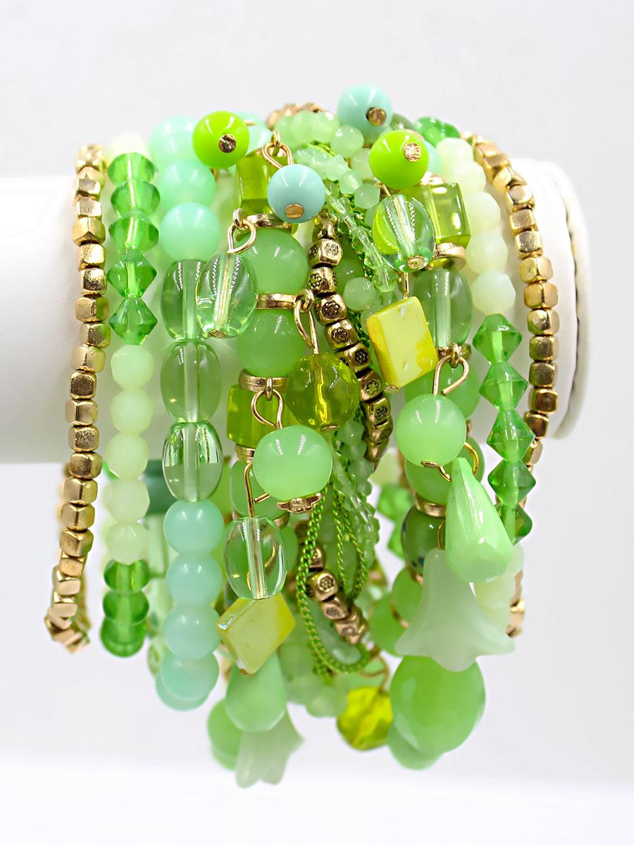 Браслет Taya, цвет: золотистый, зеленый. T-B-11758-BRAC-GL.GREENT-B-11758-BRAC-GL.GREENШирокий браслет из стеклянных бусин разнообразной огранки в сочетании с плетеной нитью из бисера выглядит броско и стильно. Магнитная застежка - удобное и современное решение, которое исключает случайное открытие и потерю браслета.