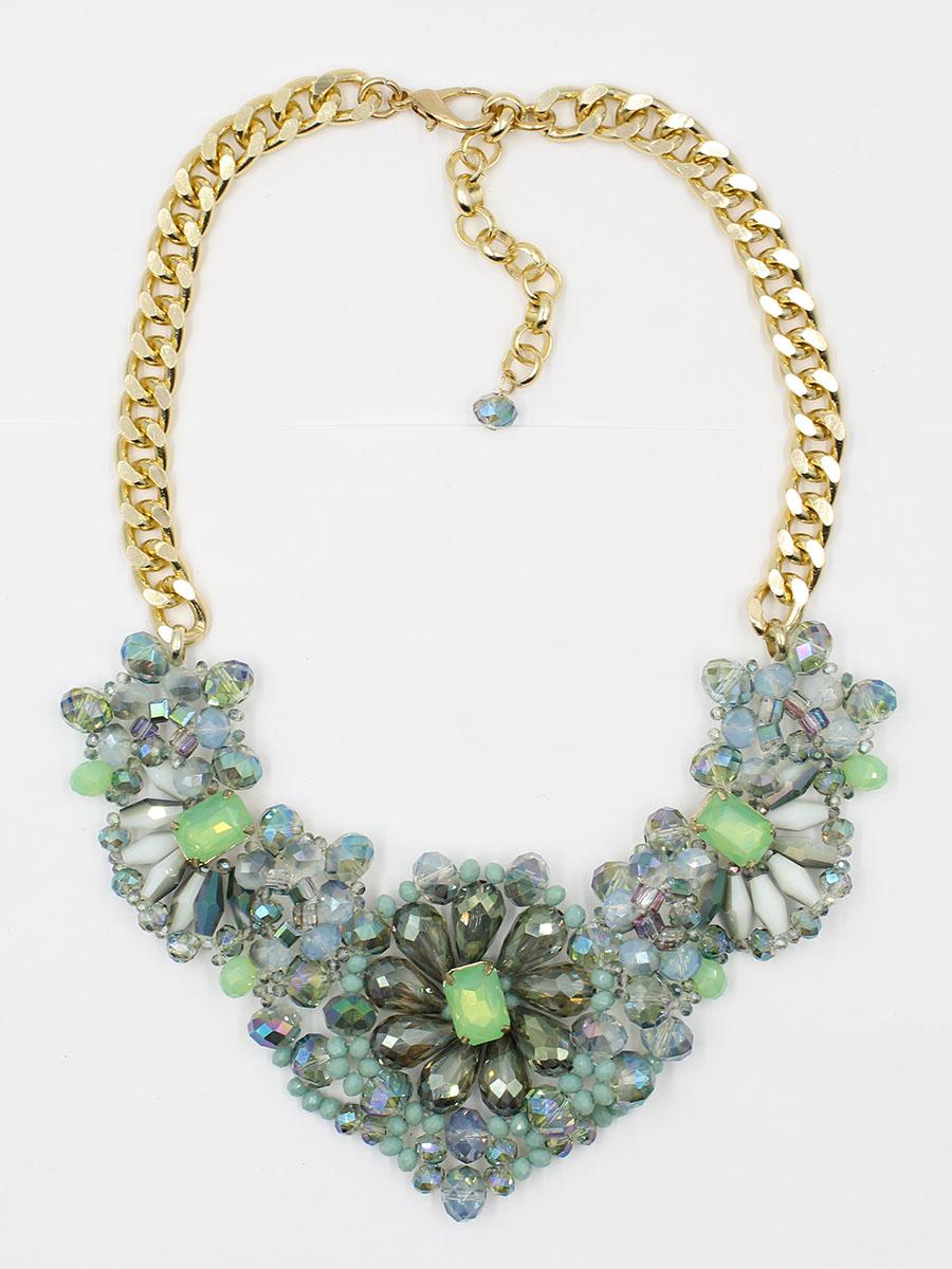 Колье Taya, цвет: золотистый, зеленый. T-B-11763-NECK-GL.GREENT-B-11763-NECK-GL.GREENЖивописное сочетание природных элементов в этом украшении и зеленая цветовая палитра гармонично сочетается с кварцевыми минералами, из которого оно собрано. Присутствует цвет зеленой патины, морской пены и цвет зеленого дайкири. На белой блузке колье выгл Размеры: длина 41 см + удлинение 6,0 см, центральная часть 16,5 х 6,5 см.