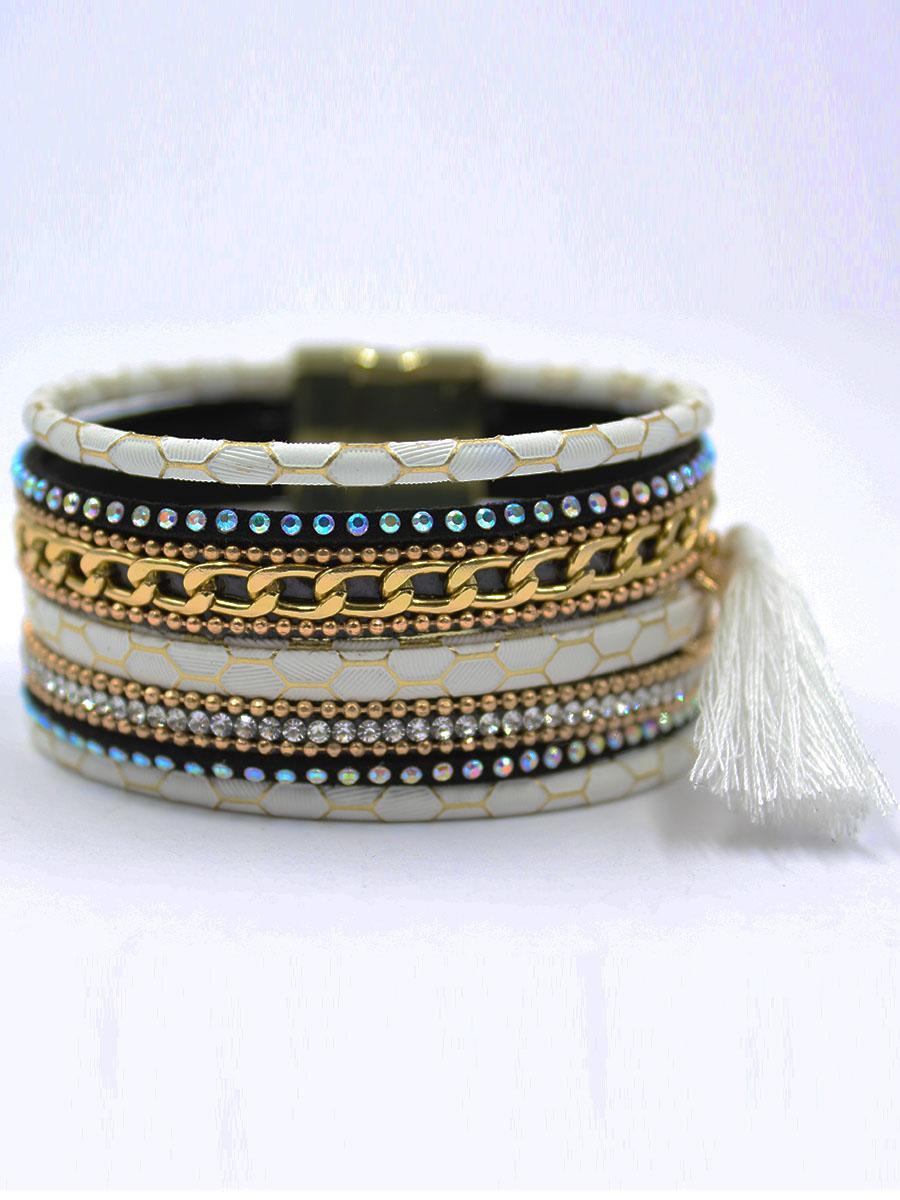 Браслет Taya, цвет: золотистый, белый. T-B-11868-BRAC-GL.WHITET-B-11868-BRAC-GL.WHITEМодный современный браслет на магнитной застежке. Оформлен многочисленными стразами, которые добавляют яркости и свежести.