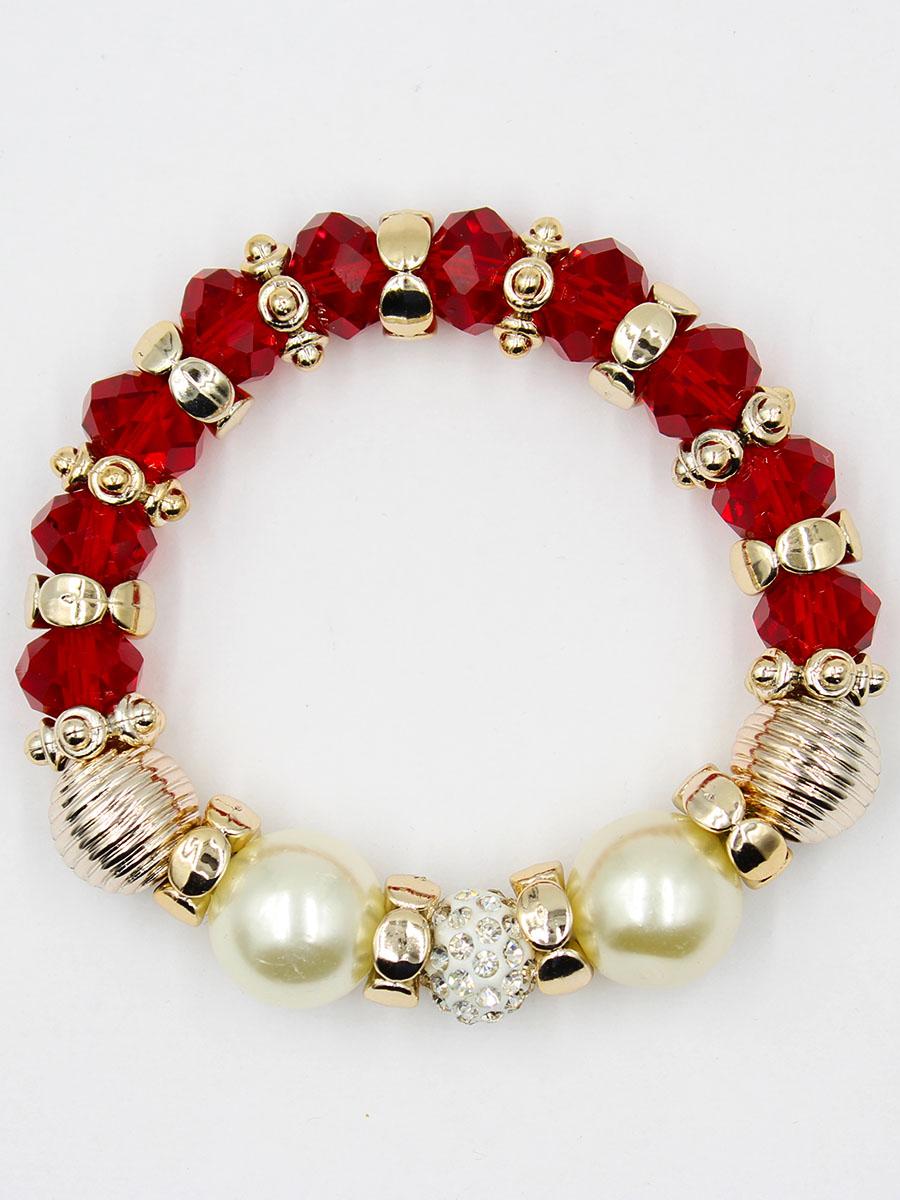 Браслет Taya, цвет: красный. T-B-11910-BRAC-REDT-B-11910-BRAC-REDУдобный, современный браслет на резинке. Половина его из кристаллов и золотых перемычек, другая - из жемчужин. Можно переворачивать и носить той стороной, которая сегодня подходит под одежду.