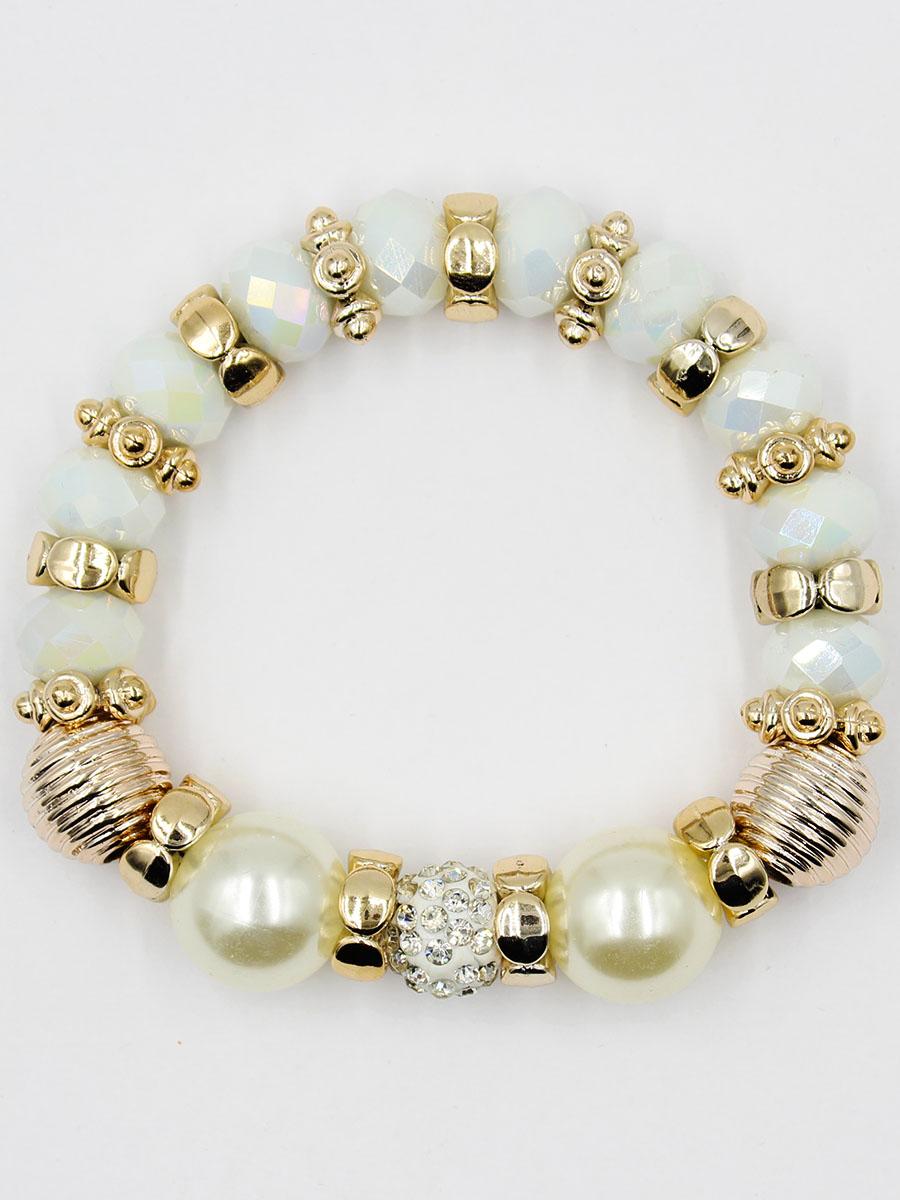 Браслет Taya, цвет: перламутровый. T-B-11912-BRAC-PEARLT-B-11912-BRAC-PEARLУдобный, современный браслет на резинке. Половина его из кристаллов и золотых перемычек, другая - из жемчужин. Можно переворачивать и носить той стороной, которая сегодня подходит под одежду.