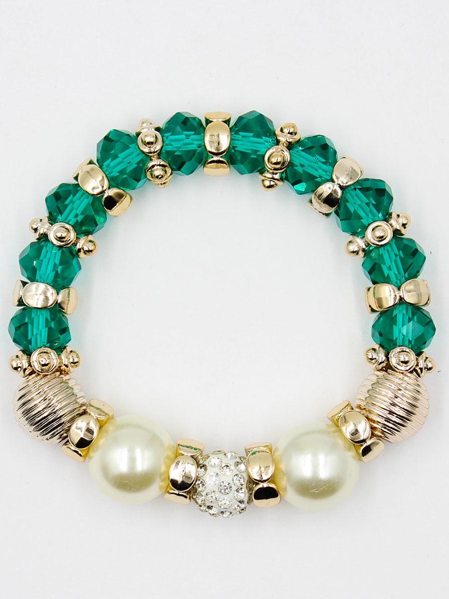 Браслет Taya, цвет: зеленый. T-B-11913-BRAC-GREENT-B-11913-BRAC-GREENУдобный, современный браслет на резинке. Половина его из кристаллов и золотых перемычек, другая - из жемчужин. Можно переворачивать и носить той стороной, которая сегодня подходит под одежду.