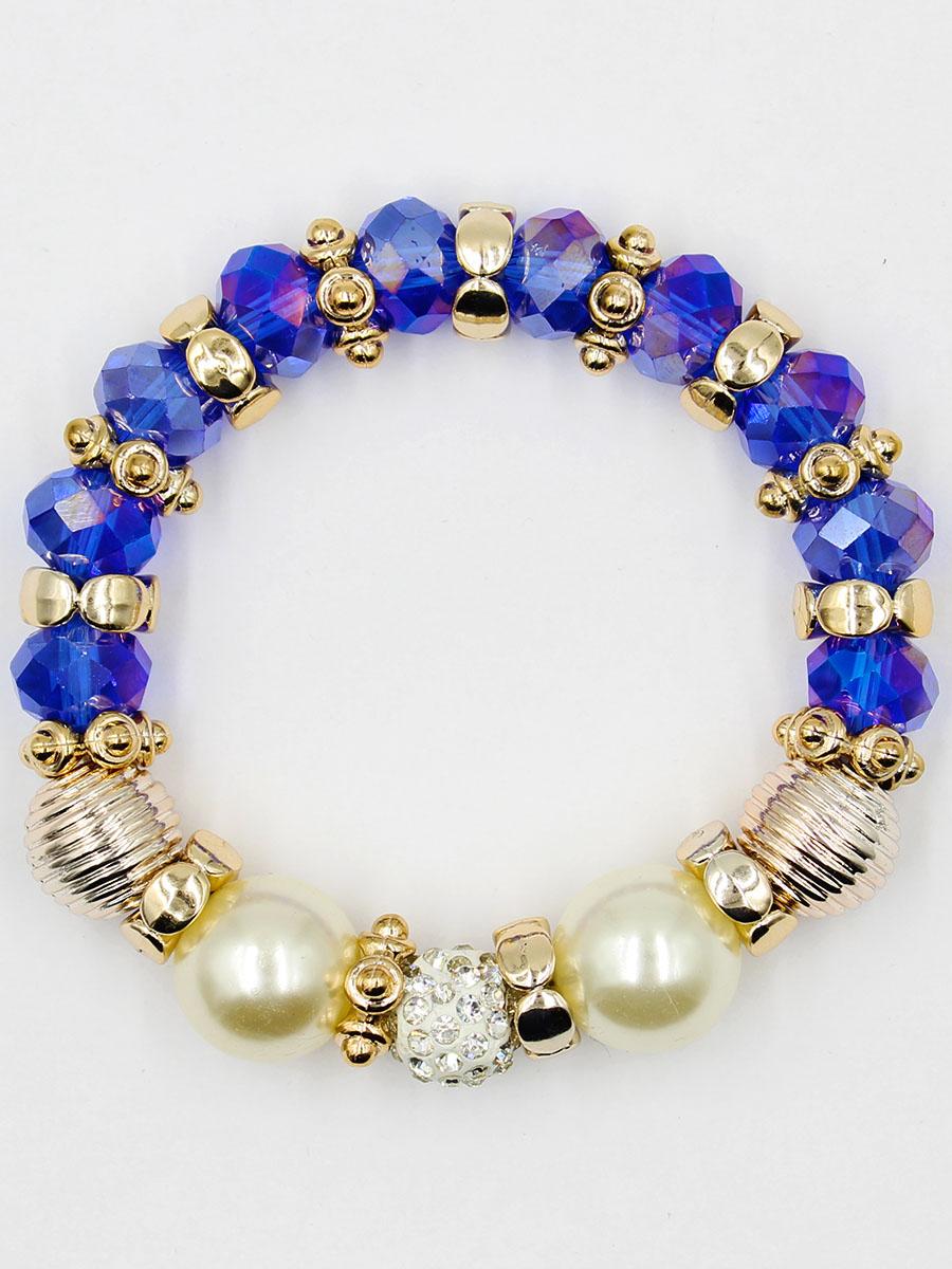Браслет Taya, цвет: темно-синий. T-B-11914-BRAC-NAVYT-B-11914-BRAC-NAVYУдобный, современный браслет на резинке. Половина его из кристаллов и золотых перемычек, другая - из жемчужин. Можно переворачивать и носить той стороной, которая сегодня подходит под одежду.