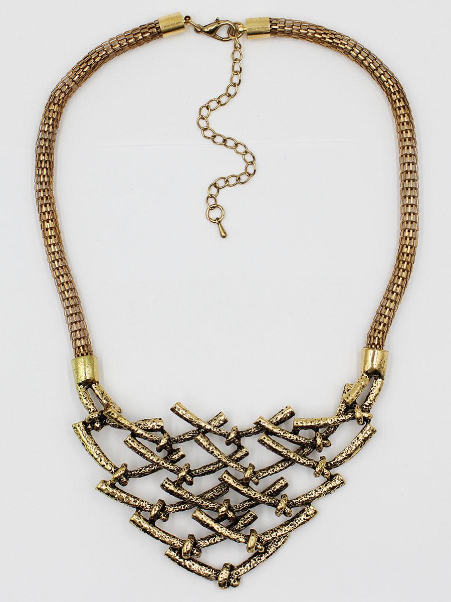 Колье Taya, цвет: золотистый. T-B-12049-NECK-GOLDT-B-12049-NECK-GOLDКолье под горло цвета темного тонированного золота. В центре решетка с узелками треугольной формы. Украшение не утяжелено никакими дополнительными деталями, оно модно и лаконично. Размеры: длина 38 см + удлинение 6,0 см, центральная часть 9,5 х 5,0 см.