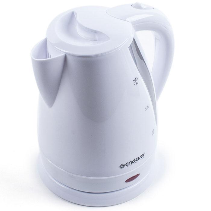 Endever Skyline KR-359 чайник электрическийKR-359Дисковый нагревательный элемент электрочайника Endever Skyline KR-359 обеспечивает надежность и долговечность. Эргономичная ненагревающаяся ручка оптимальна для безопасного разлива, а индикатор уровня воды позволяет контролировать количество воды в чайнике. Беспроводное соединение позволяет вращать чайник на подставке на 360°.