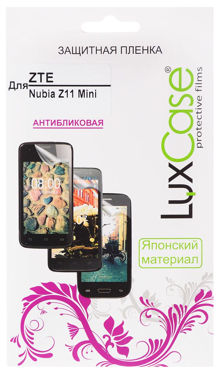LuxCase защитная пленка для ZTE Nubia Z11 Mini, антибликовая51484Защитная пленка LuxCase для ZTE Nubia Z11 Mini сохраняет экран смартфона гладким и предотвращает появление на нем царапин и потертостей. Структура пленки позволяет ей плотно удерживаться без помощи клеевых составов и выравнивать поверхность при небольших механических воздействиях. Пленка практически незаметна на экране смартфона и сохраняет все характеристики цветопередачи и чувствительности сенсора.