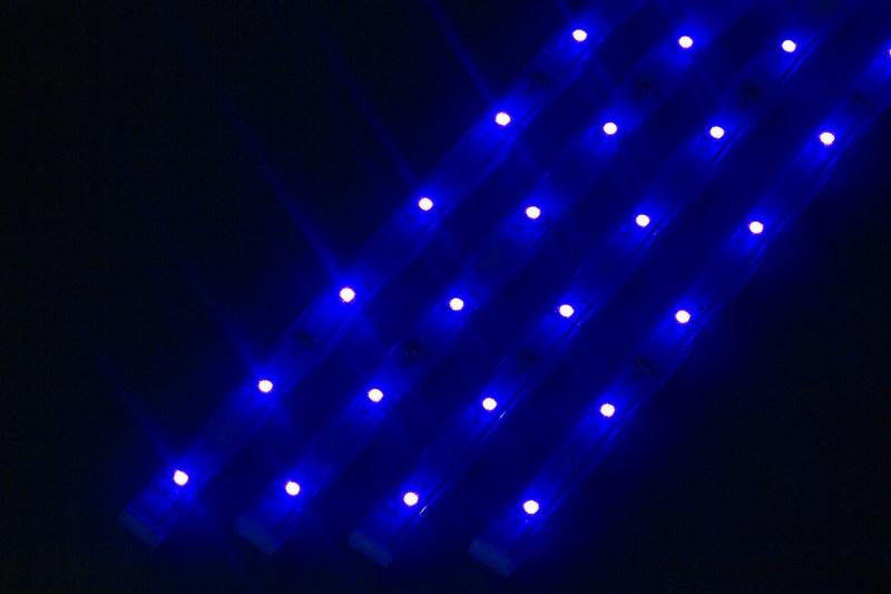 Светодиодный светильник линейный, 4 шт х 25см. Цвет синий