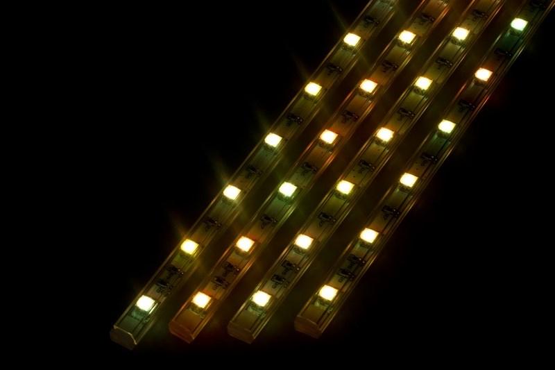 Светодиодный светильник линейный, 4 шт х 25см. Мультиколор RGB145-109Линейный светодиодный светильник - это светодиодная линейка длиной 25 см, заключенная в корпус из прозрачного пластика. Они могут использоваться в подсветке витрин, мебели, а так же в интерьерной подсветке. Простота монтажа поможет без проблем справиться с вопросом освещения необходимых зон. Блок питания понижающий напряжение до 12 В делает устройство безопасным в изпользовании. Использование светодиодных светильников является выгодным решением, так как они обладают высокой яркостью свечения, большим сроком службы и вместе с этем низким энергопотреблением. Цвет свечения - мультиколор. Поставляется по 4 шт. в комплекте с блоком питания.