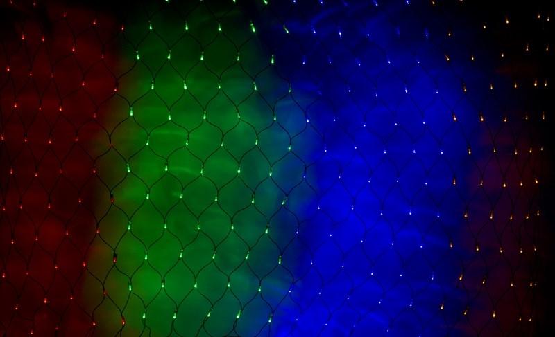 Гирлянда Neon-Night Сеть, 240 LED, цвет: черный, мульти, 2 х 1,5 м215-029Гирлянда-сеть представляет из себя конструкцию в виде прямоугольника размером 2*1,5 метра, разбитого на равные ромбы, в углах которых находятся диоды красного, зеленого и синего цвета (RGB), причем диоды чередуются через один. Гирлянда имеет степень влагозащиты IP44 и ПВХ провод черного цвета, что позволит вам быстро и выгодно решить вопрос с декоративным украшением любых объектов как внутри помещения, так и снаружи. В комплекте идет контроллер с 8 режимами свечения, что позволяет гирлянде работать в динамике. Данная гирлянда используется для украшения фасадов и потолков зданий практически любой площади, отлично подходит для украшения небольших кустов, растяжки между направляющими в беседке или веранде, ей можно легко и быстро обмотать колонны или столбы, служит красивым декором окон зданий. Гирлянда-сеть имеет самое лучшее отношение цены к площади декорирования относительно других гирлянд, что делает ее уникальной в своем роде.
