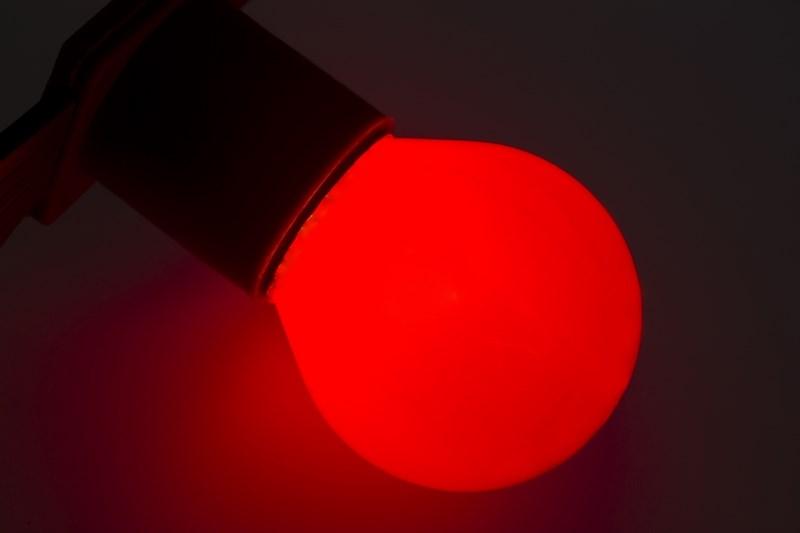 Лампа Neon-Night, цоколь Е27, 10 Вт, цвет колбы: красный.10 шт.401-112Декоративные лампы накаливания гирлянд Belt Light служат для придания свечению нужного цвета, который позволит создать праздничную атмосферу и украсить не только уличные элементы, но и интерьеры помещений. Колба лампы имеет форму шара диаметром 45мм, что позволяет увеличить площадь свечения и насыщенность светом окружающего пространства. Стекло лампы окрашено специальной влагостойкой светопропускающей краской придающей свету нужный оттенок. Декоративная лампа имеет стандартный цоколь Е27, при помощи которого установка является весьма простой процедурой не занимающей много времени. Потребление лампы составляет всего 10Вт, что позволяет снизить затраты на электроэнергию. Специальная конструкция лампы разработана таким образом, что при выходе из строя одной лампы все остальные в гирлянде Belt Light остаются работать, что позволяет без труда отыскать перегоревшую лампу и заменить. Лампы используются с гирляндами Belt Light двух или пятижильными, а при ипользовании специального контроллера...