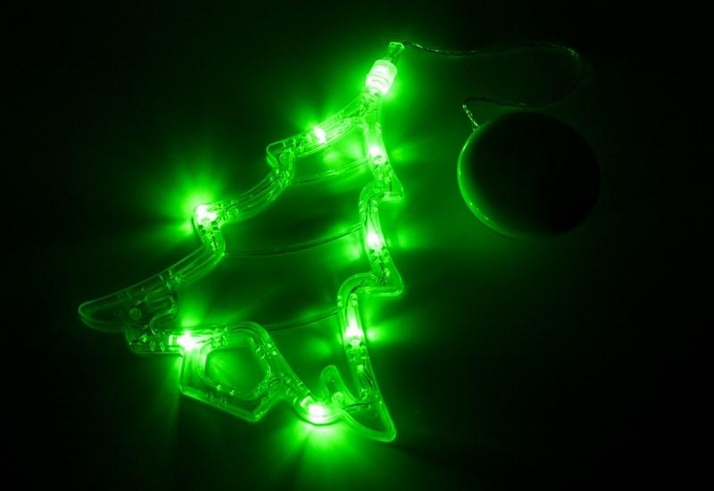 Фигура светодиодная Елочка на присоске с подвесом, ЗЕЛЕНЫЙ501-017Фигура светодиодная выполнена из пластикового короба в форме Елочки внутри которого равномерно расположены 8 светодиодов зеленого цвета свечения. Фигура крепится на ровную гладкую поверхность на присоску, которая расположена на батарейном блоке на расстоянии 20 см от фигуры на подвесе. Питание осуществляется при помощи 3 батареек типа AAA.