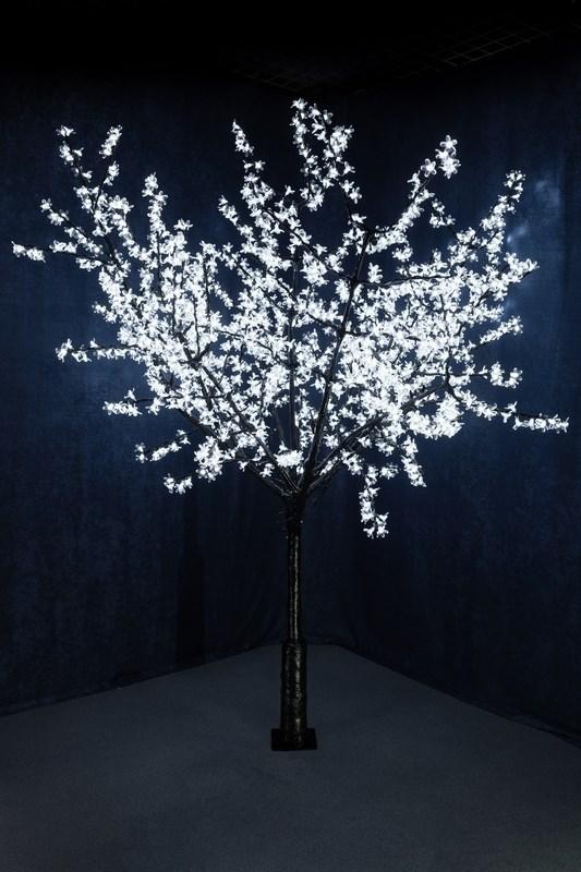 Светодиодное дерево Neon-Night Сакура, цвет: белый, диаметр кроны 200 см, высота 240 см531-125Световое дерево Сакура светодиодное, диаметр 2,0 м, высота 2,4 м, 1728 лепестков
