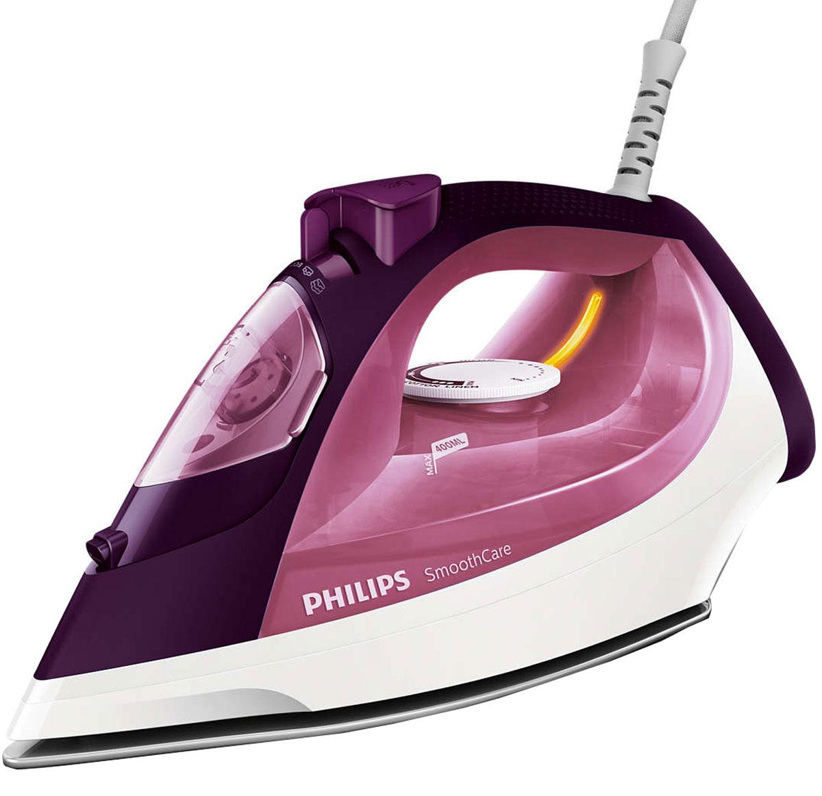 Philips GC3581/30 утюгGC3581/30Паровой утюг Philips GC3581/30 оснащен одним из самых больших резервуаров для воды. Гладьте дольше без долива! Мощный пар позволяет без труда разглаживать даже самые глубокие складки. Утюг Philips GC3581/30 оснащен системой капля-стоп, поэтому вы сможете гладить даже деликатные ткани при низкой температуре, не беспокоясь о появлении пятен воды на одежды. Функция очистки от накипи Calc Clean очищает утюг Philips GC3581/30 от известкового налета, продлевая срок службы утюга. Паровой утюг Philips GC3581/30 обеспечивает постоянную подачу пара до 40 г/мин, обеспечивая оптимальное количество пара для разглаживания складок. Удобное глаженье без частого долива воды. Большой резервуар для воды 400 мл обеспечивает более долгое глаженье и не требует частого наполнения. Простое управление за счет больших кнопок и удобного парорегулятора. Функцию парового удара можно использовать для вертикального отпаривания и устранения жестких...