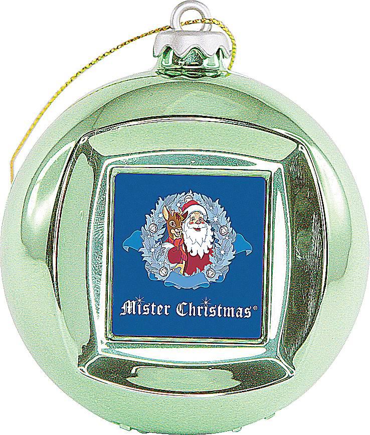 Mister Christmas FRAME BALL/5 цифровая фоторамкаFRAME BALL/5Зеленая новогодняя цифровая фоторамка-шар Mister Christmas на первый взгляд выглядит как обычный стеклянный шар, такими мы украшаем новогоднюю елку. На самом же деле у этого шара есть USB-порт, с помощью которого в него можно загрузить до 100 визуальных образов в широком цветовом ряде. Так же шар-фоторамка предлагает установить время и дату. Всего 65 мм в диаметре и столько функций! Цифровая фоторамка выполнена из прочных материалов и отличается высоким качеством. Поэтому можно не переживать, что она сломается или разобьется. Этого не случится. Как елочная игрушка, красный шар украсит новогоднюю елку и будет изысканно смотреться среди других елочных украшений. Как цифровая фоторамка, шар покажет потрясающее слайд-шоу из дорогих вашему сердцу фотографий. Так же вы всегда сможете уточнить время и текущую дату. Зеленая новогодняя цифровая фоторамка-шар Mister Christmas – отличный вариант символического подарка своим друзьям и коллегам по работе. К тому...
