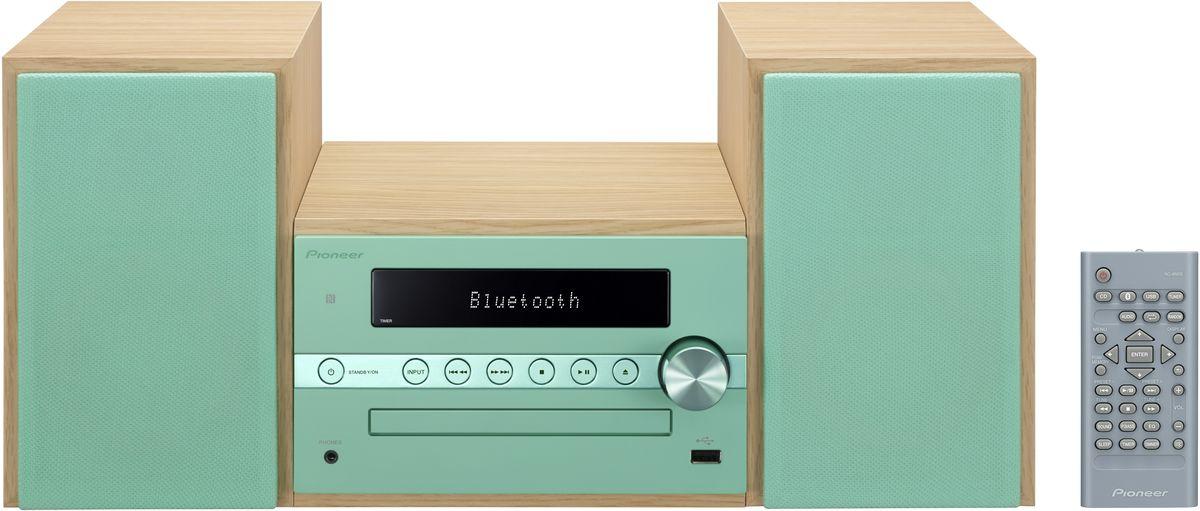 Pioneer X-CM56, Green музыкальный центр1500176Система Pioneer X-CM56 достаточно небольшая, чтобы помещаться практически в любом месте, и достаточно большая, чтобы и гостиную наполнить достаточным звучанием. Интеллектуальный, навеянный скандинавскими мотивами, дизайн допускает различные варианты установки и может благодаря четырем различным цветовым сочетаниям безупречно интегрироваться в любой интерьер: наряду со стилизацией под дерево с классическими белыми и черными передними панелями, в качестве свежих штрихов на выбор представляются такие цветовые сочетания, как бук с абрикосом и бук с мятой. В музыкальном плане здесь правит разнообразие: к таким классическим источникам, как FM-радио и CD- проигрыватель, присоединились смартфоны и карты памяти, причем последние просто вставляются в USB-порт на передней панели, а первые подключаются по беспроводной сети через NFC/Bluetooth и всего лишь одним движением руки. Независимо от местоположения звучание X-CM 56 удивит вас, так как ее...
