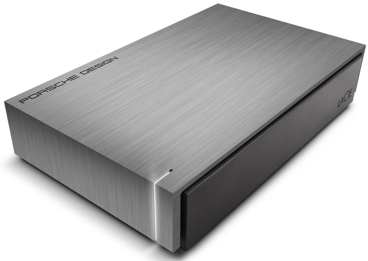 LaCie Porsche Design Desktop Drive 4TB внешний жесткий диск (LAC9000384EK)9000384EKLaCie Porsche Design Desktop Drive - представляет собой сверхстильный внешний накопитель для вашего компьютера, оборудованный высокоскоростным интерфейсом USB 3.0. Он заключен в стильный и прочный корпус из алюминия (это способствует хорошему отводу тепла), не только надежно защищающий находящуюся внутри электронику, но и придающий накопителю потрясающий внешний вид. Кстати, дизайн жесткого диска был разработан студией Porsche Design. Совместимые ОС: Windows 7, Windows 8 и выше / Mac OS X 10.5 и выше