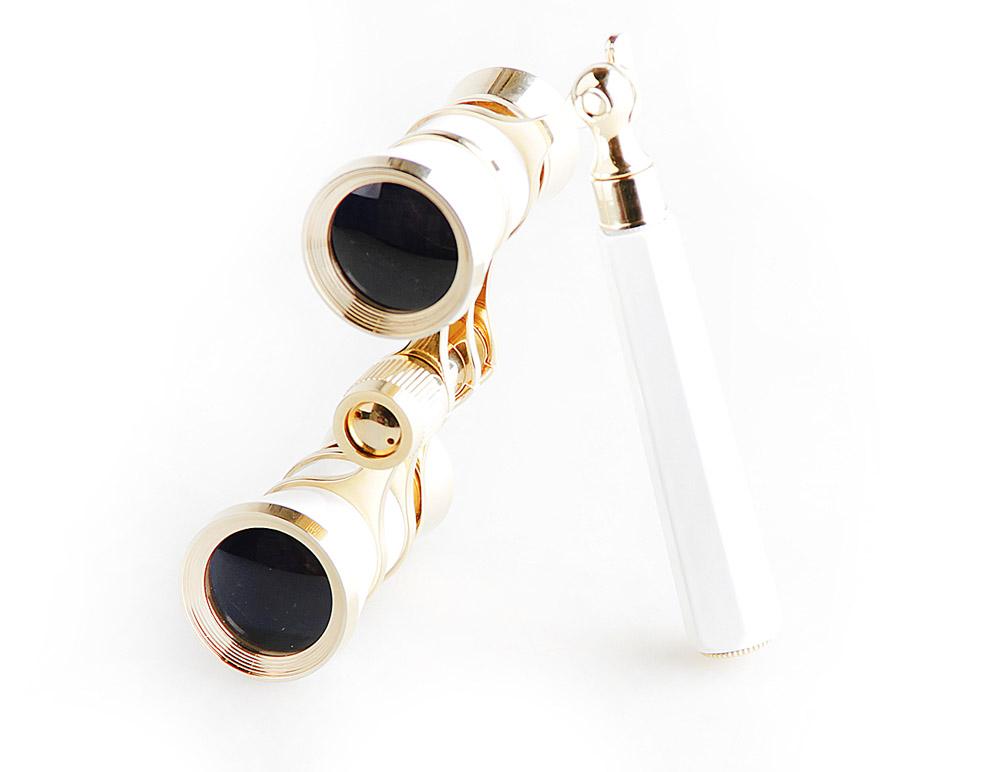 Бинокль Veber Opera, цвет: белый, БГЦ 3х25 E0310986Светосильный, корпус — металл, оптическое стекло с просветлением. Отделка глянцевым белым лаком и напыленным 18-ти каратным золотом. Регулируемое межзрачковое расстояние, фокусировка, лорнет. ОПИСАНИЕ Театральный бинокль Veber Opera БГЦ 3x25 - не только изящный аксессуар, но и незаменимый помощник в наблюдениях театральных, цирковых, эстрадных представлений, верный спутник на экскурсиях. Классическая галилеевская оптическая схема с центральной внутренней фокусировкой, заключенная в белый лакированный корпус с позолоченными (18к) элементами. Трехкратное увеличение и широкое поле зрения позволят вам насладиться представлением даже с галерки. Телескопическая длина ручки 10 -16 см. Особенности Галилеевская оптическая система Центральная внутренняя фокусировка 3-х кратное увеличение Комплектация Бинокль Футляр-мешочек Ткань для протирки оптики Руководство по эксплуатации и гарантийный талон Характеристики ...