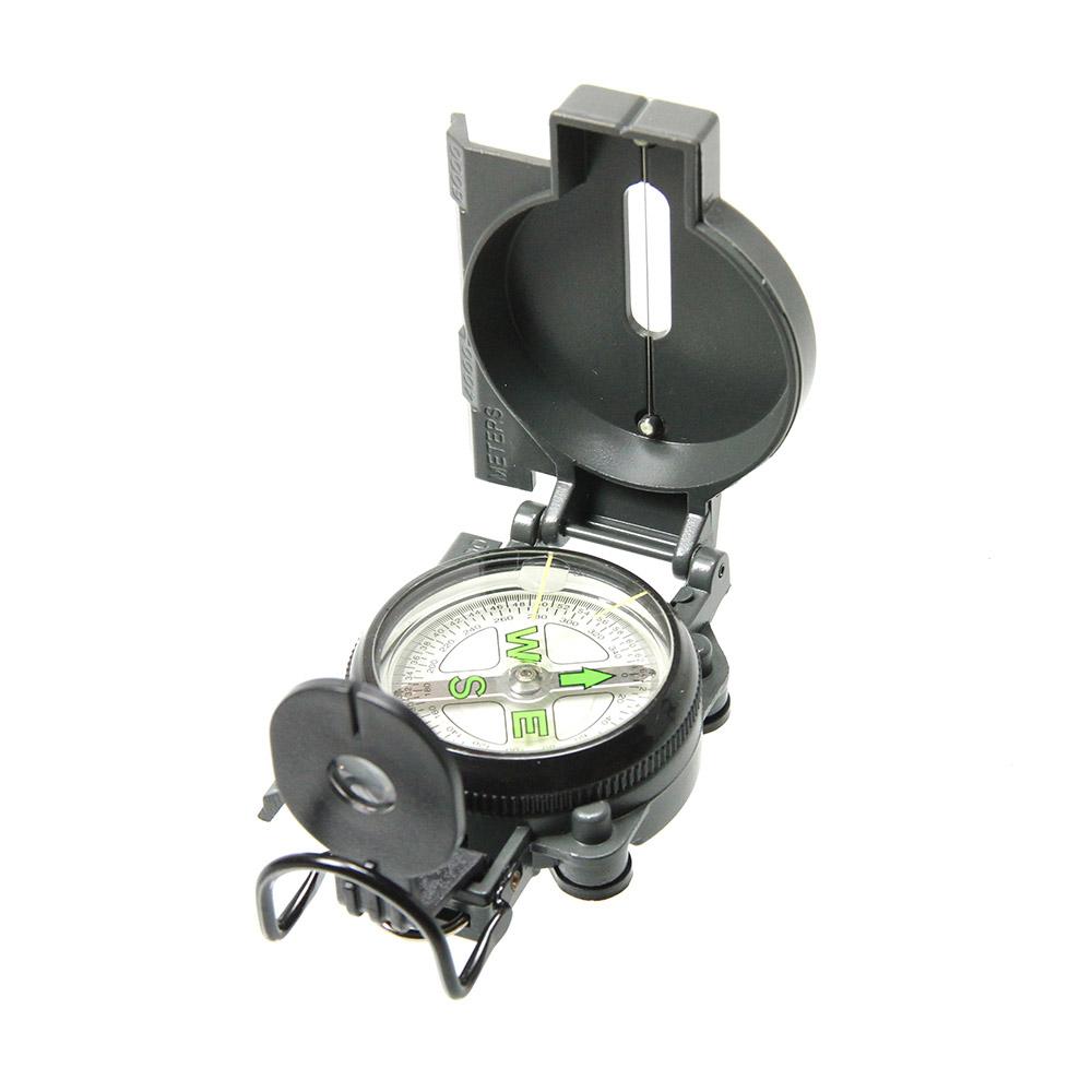 Компас Veber, цвет: черный, DC45-2A11144Жидкостный военный маршевый компас (вариант американского военного компаса CAMMENGA). ОПИСАНИЕ Жидкостный военный маршевый компас (рабочая реплика американского военного компаса CAMMENGA). Капсула заполнена демпфирующей жидкостью, которая гасит колебания магнитной стрелки и быстро стабилизирует ее положение. Ударопрочный алюминиевый корпус с защитой от воды и пыли. Полное функционирование в диапазоне температур от -30°С до +65°С. Шкала лимба (диск с делениями) проградуирована в милах (мил - единица измерения углов, подобная тысячной, определяется как 1/6400 окружности) с ценой деления 20 мил и градусах с ценой деления 5°. Магнитная стрелка совмещена с лимбом, что облегчает работу. Циферблат плавающий, дисковый, с фосфоресцирующими элементами — для удобства использования в темноте.Прицельная прорезь целика располагается на объективе, линза объектива используется для чтения с плавающего диска градусов или милов, ориентирование (и чтение величин) осуществляется...