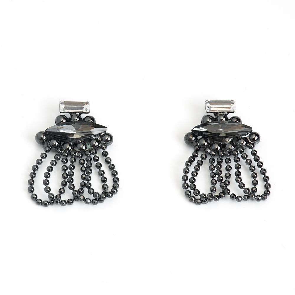 Серьги Selena, цвет: черный. 2009191020091910Стильные серьги Selena выполнены из латуни с гальваническим покрытием. Серьги оформлены оригинальными декоративными подвесками. Такие серьги будут ярким дополнением вашего образа.