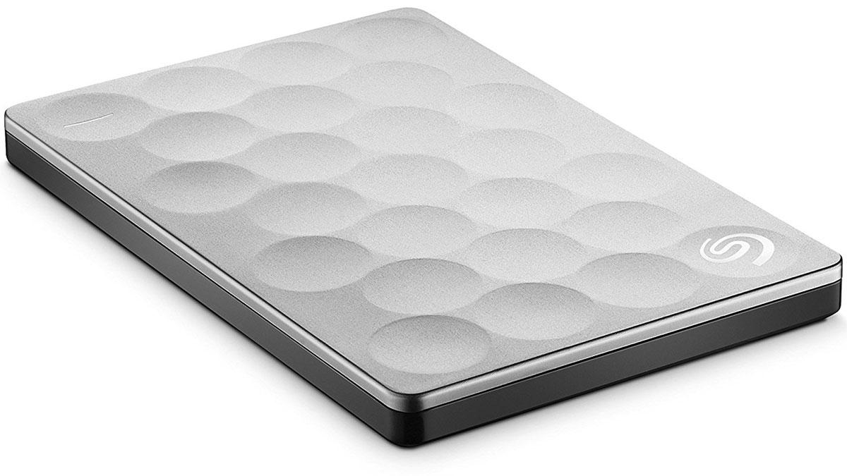 Seagate Backup Plus Ultra Slim 1TB USB 3.0, Platinum (STEH1000200) внешний жесткий дискSTEH1000200Семейство жестких дисков Seagate Backup Plus Ultra Slim предлагает решения, отвечающие самым разным нуждам. С их помощью вы можете надежно хранить документы, фотографии и видео и просматривать их на любом устройстве. Диск Ultra Slim — одна из самых тонких портативных моделей Seagate, которая сочетает в себе стильный дизайн и емкость для хранения данных. Он легко поместится в сумку вместе с другими важными вещами, которые всегда должны быть под рукой. С диском Ultra Slim вы откроете для себя уникальные возможности пополнения коллекций цифровых данных. Seagate Backup Plus Ultra Slim - это простой способ защитить и опубликовать цифровые данные. Оцените преимущества большой емкости до 2 ТБ для хранения самых важных файлов. Выберите модель себе по вкусу и пополните армию счастливых обладателей одного из самых популярных и надежных портативных жестких дисков Seagate. Делайте резервные копии любимых фотографий, фильмов и видеозаписей, даже тех, которые вы...
