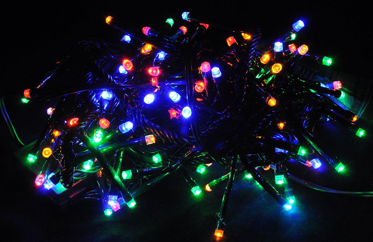 Электрогирлянда B&H Фейерверк, 132 разноцветных светодиода, 4 мBH-SI0439-MЭлектрогирлянда B&H Фейерверк предназначена для декоративного внутреннего освещения. Изделие представляет собой гибкий провод, на котором расположено 132 разноцветных светодиода. Диоды, направленные в разные стороны и плотно расположенные по всей длине шнура, позволяют создать яркое объемное свечение с эффектом фейерверк. Все гирлянды серии System IN последовательно подключаются между собой с помощью специальных коннекторов. Цепочка гирлянд может быть удлинена до 2000 светодиодов (можно соединить несколько разных гирлянд), что позволит, используя всего одну розетку, украсить целое помещение. Создайте в своем доме атмосферу веселья и радости, украшая новогоднюю елку яркими светодиодными гирляндами. Расстояние между светодиодами: 3 см.