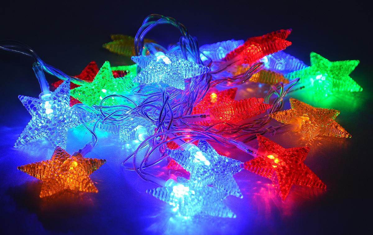 Гирлянда электрическая B&H Звезды, 20 разноцветных светодиодов, 2 мBH0402_звездыЭлектрогирлянда B&H Звезды предназначена для внутреннего декоративного освещения. Изделие представляет собой гибкий провод, на котором расположены разноцветные светодиоды с насадками в форме звезд. Гирлянда яркая и долговечная, имеет маленькое энергопотребление (в 10 раз меньше, чем у гирлянд с микролампами и минилампами). Гирлянда имеет 8 режимов мигания. Перегорание одной лампочки не приводит к неработоспособности гирлянды. Создайте в своем доме атмосферу веселья и радости, украшая новогоднюю елку яркими светодиодными гирляндами. Расстояние между светодиодами: 10 см. Размер лампы: 4,5 х 8 х 4,5 см. Длина шнура: 0,75 м. Длина гирлянды (без учета шнура питания): 2 м.