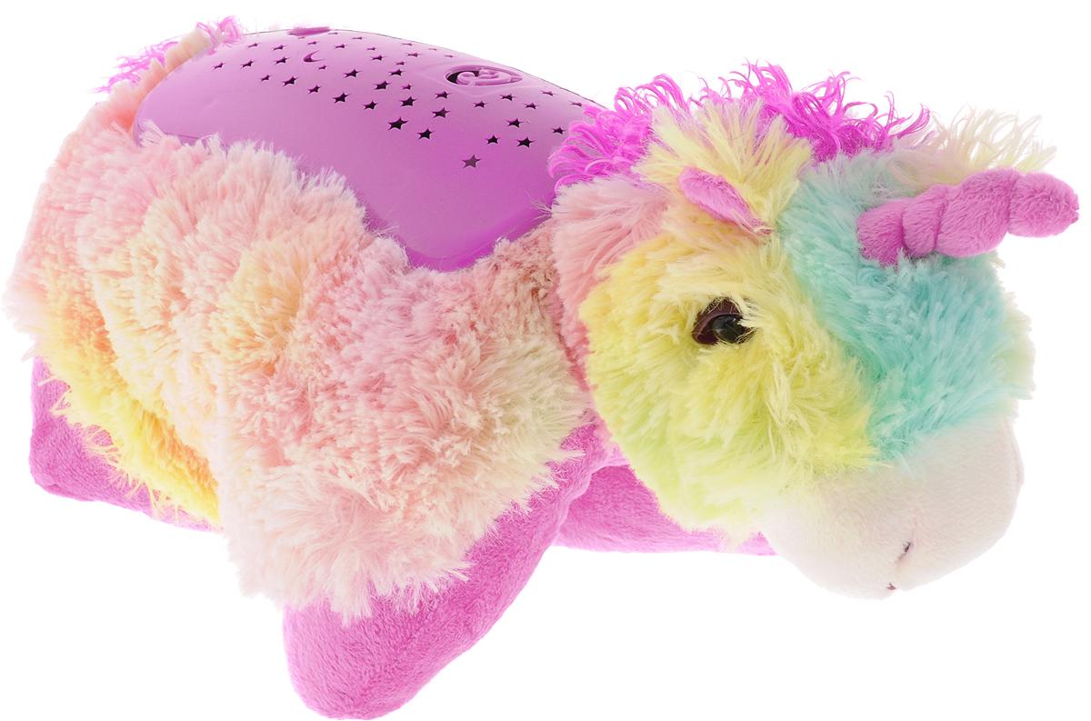 Эврика Светильник-проектор детский Единорог97580Детский ночник Эврика Единорог представляет собой не только мягкую игрушку, которую приятно обнять во сне, но и ночник, испускающий приятный мягкий свет. У светильника три режима работы. Проектор расположен на спинке игрушки. При свечении на потолке появляется узор звездного неба с луной и забавной мордочкой. Снаружи игрушка очень мягкая, не имеет пластиковых элементов, поэтому данную её можно класть в кроватку даже самым маленьким детишкам. В дневное время малыш может играть с Единорогом как с мягкой игрушкой. Светильник может подзаряжаться от внешнего от внешнего источника питания (4,5 Вольт, 150 Ма), например, от универсального адаптера питания (приобретается отдельно). USB провод в комплекте. Рекомендуется докупить 3 батарейки напряжением 1,5V типа ААA (не входят в комплект).