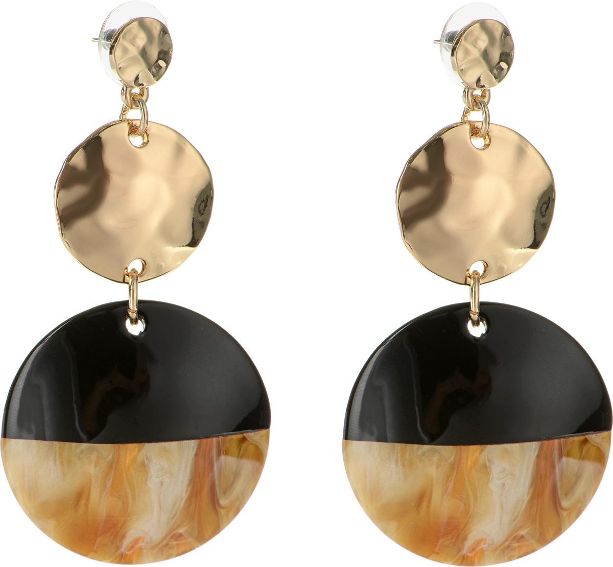Серьги Selena Accenta, цвет: золотистый, коричневый, черный. 2009121020091210Серьги Selena Accenta изготовлены из латуни с гальваническим покрытием золотом и ацетата. Изделие оснащено удобным замком-гвоздиком. Итальянский ацетат - это дорогой высококачественный полимер, широко применяемый в модной индустрии. Он обладает удивительной особенностью имитировать самые разные природные рисунки и фактуры. Коллекция Accenta - это гимн современности! Модели выполнены в стиле элегантный кэжуал и глэм-рок, они органично впишутся в образ и молодых девушек, и взрослых женщин, чьи взгляды на моду свежи и открыты новому. Все украшения Accenta комплектуются между собой и создают гармоничный ансамбль. Украшения можно носить в любое время года, они уместны на празднике, на прогулке и на работе.