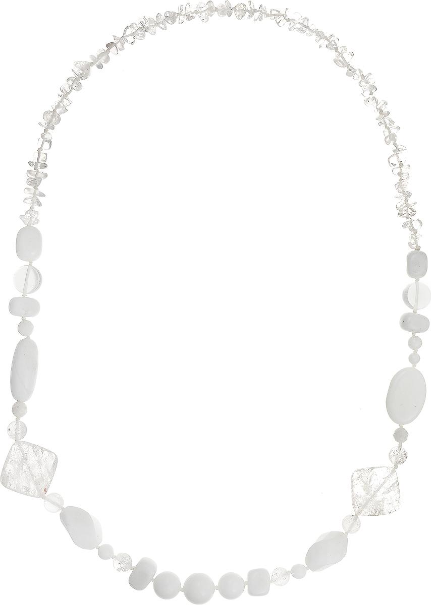 Бусы Art-Silver, цвет: белый, прозрачный, длина 80 см. А-13-10-837А-13-10-837Бусы Art-Silver подчеркнут изящество и непревзойденный вкус своей обладательницы. Они выполнены из кахолонга и горного хрусталя. Изделие оснащено удобным замком-карабином. Горный хрусталь - это кристаллический кварц, бесцветный и прозрачный, похожий на застывшие кусочки льда. Древние греки верили, что это лёд, впитавший космическую энергию и из-за этого потерявший способность таять. Для усиления лечебных свойств горного хрусталя его заряжают солнечными лучами. Считается, что он распространяет вокруг себя живительную энергию, не только очищая воздух, но и впитывая при этом напряженную негативную атмосферу. Кахолонг - непрозрачная разновидность опала. Представляет собой камень молочно-белого цвета, из-за чего получил название жемчужного опала. Стихия кахолонга - Земля. Он способен успокаивать, укрощать вспышки гнева, избавлять от депрессивного состояния. Этот кристалл - талисман для беременных женщин и матерей. Бусы из этих благородных камней выглядят...