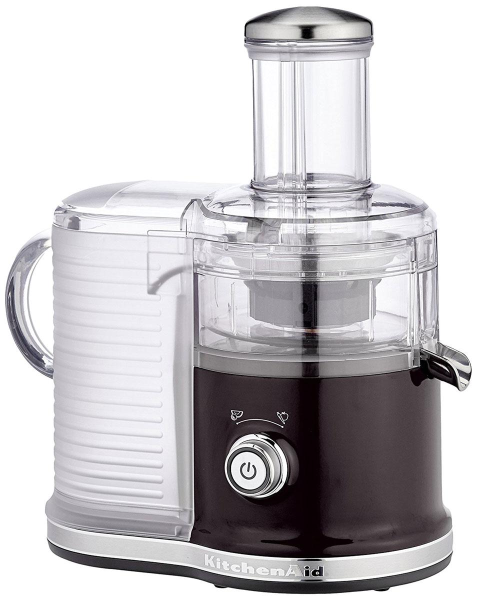 KitchenAid Artisan 5KVJ0333, Black соковыжималка5KVJ0333EOBСкоростная центрифужная соковыжималка KitchenAid Artisan 5KVJ0333 имеет две скорости для мягких и твердых фруктов и овощей, что увеличивает объем получаемого сока, сокращая количество отходов. Экстра широкое жерло и толкатель подходит для фруктов и овощей разных размеров, сокращая время предварительной нарезки. Капля-стоп для контролирования вытекания сока. Контроль объема мякоти с помощью фильтра с 3-мя регулируемыми настройками позволяет регулировать объем мякоти в соке для приготовления однородных овощных соков или более густых фруктовых соков.