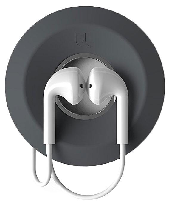 Bluelounge CableYoyo 2.0, Dark Grey держатель для наушниковCY10-DGRДержатель Bluelounge CableYoyo 2.0 поможет решить проблему спутывания наушников. Он представляет собой катушку оригинального дизайна, вокруг которой наматывается кабель. Держатель выполнен из приятного на ощупь силикона, а его центральная часть - это магнит, позволяющий удерживать наушники. Благодаря компактным размерам он без труда поместится в кармане или сумке.