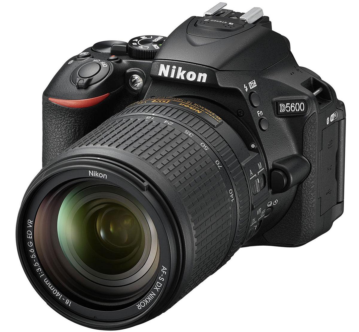 Nikon D5600 Kit 18-140 VR, Black цифровая зеркальная камераVBA500K002Следуйте за своим вдохновением, вооружившись фотокамерой Nikon D5600 с постоянным подключением. Фотокамера D5600, оснащенная большой матрицей формата DX с разрешением 24,2 млн пикселей, может четко воспроизводить тончайшие текстуры и создавать изображения с потрясающей детализацией. Ваши друзья и подписчики в социальных сетях увидят на каждом снимке именно то, что вы хотели показать. Диапазон чувствительности 100-25 600 единиц ISO и расширенная до 6400 единиц ISO чувствительность в режиме Ночной пейзаж позволяет с легкостью получать отличные результаты при недостаточной освещенности и сложных условиях освещения. Система обработки изображений EXPEED 4 обеспечивает превосходное понижение шума даже при высоких значениях чувствительности ISO. А благодаря широкому выбору сменных объективов NIKKOR вы сможете с легкостью создавать изображения с эффектно размытым фоном и богатыми тональными оттенками. Революционное приложение...