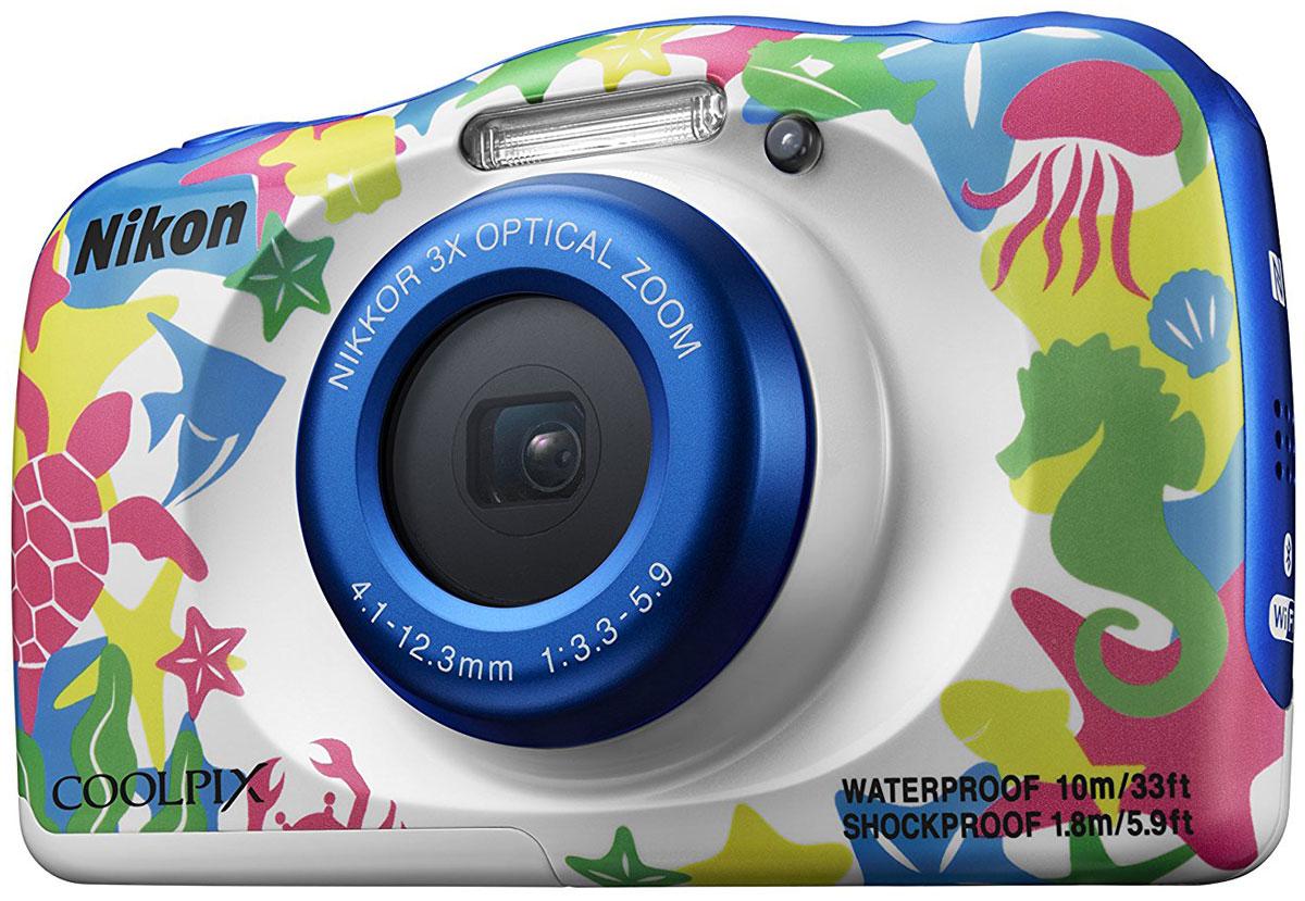 Nikon Coolpix W100, Marine цифровая фотокамераVQA014K001Мгновенно делитесь впечатлениями от отпуска с помощью водонепроницаемой фотокамеры Nikon Coolpix W100. Ее можно использовать под водой на глубине до 10 м; кроме того, она является ударопрочной при падении с высоты до 1.8 м, морозостойкой до температуры -10 °C и пыленепроницаемой, так что с честью выдержит любые испытания. Снимайте высококачественные фотографии и видеоролики в формате Full HD со стереозвуком, а приложение SnapBridge автоматически передаст изображения на интеллектуальное устройство для удобного хранения и оперативной публикации в социальных сетях. Специальные кнопки, предназначенные для выполнения операций одним нажатием, и удобный интерфейс существенно упрощают управление. Предусмотрено даже специальное детское меню. Благодаря SnapBridge ваши высококачественные изображения смогут за считанные секунды произвести фурор в социальных сетях. В этом приложении используется технология Bluetooth Low Energy (BLE) для поддержания постоянной...