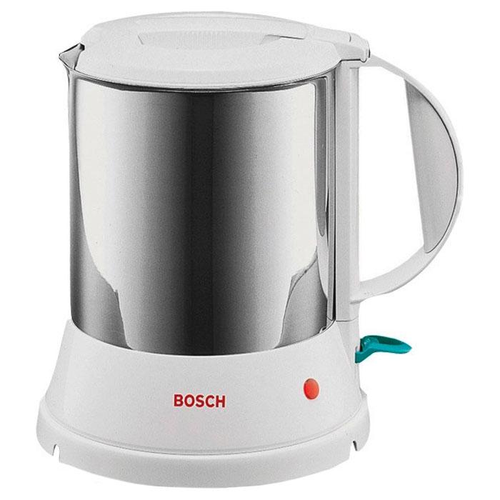 Bosch TWK 1201N электрочайникTWK1201NBosch TWK 1201N отличается надежностью и долговечностью. Гарантией этих качеств является цельнометаллический корпус. Это экологически чистый материал и, в отличие от пластика, не производит неприятного запаха в процессе кипячения. Данная модель совершенно безопасна в работе. Прибор автоматически отключается при закипании воды, при случайном включении пустого чайника. За один раз вы сможете вскипятить воду на всю семью. Во время работы включается светодиодный индикатор. Чайник может вращаться вокруг своей оси на подставке, при этом крутится только корпус, а подставка устойчиво стоит на поверхности. Электрочайник предельно прост в эксплуатации. У данной модели очень широкое горлышко, а дисковый нагреватель расположен внутри корпуса, поэтому вам не составит ни малейшего труда помыть прибор изнутри. Во время кипячения крышка блокируется, так что она не будет подпрыгивать и вода не просочится через верх. Отсутствие крепления шнура непосредственно к корпусу...