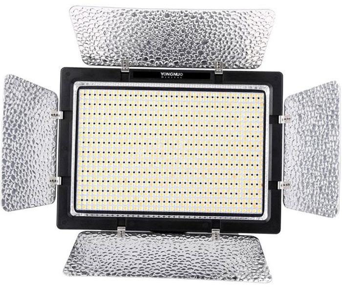 YongNuo YN-900 LED осветитель светодиодный для фото и видеокамер c БП с дуYN-900 W ACСветодиодный осветитель YN900 - самый мощный в линейке принадлежностей для видеосъемки Yongnuo. 900 элементов формируют световой поток с характеристиками: 7200 лм, 5500 К (с фильтром 3200 К), угол освещения 55°. Управление синхронизацией и интенсивностью света происходит непосредственно с корпуса осветителя - дистанционное многоканальное (радио, до 30 м) и с помощью мобильных устройств на iOS и Android через Bluetooth. В комплект входят цветные фильтры и шторки. Питание - литиевые аккумуляторы, сетевой адаптер. Монтировка универсальная, допускает установку на стойку, штатив или крепление к мобильной ручке.