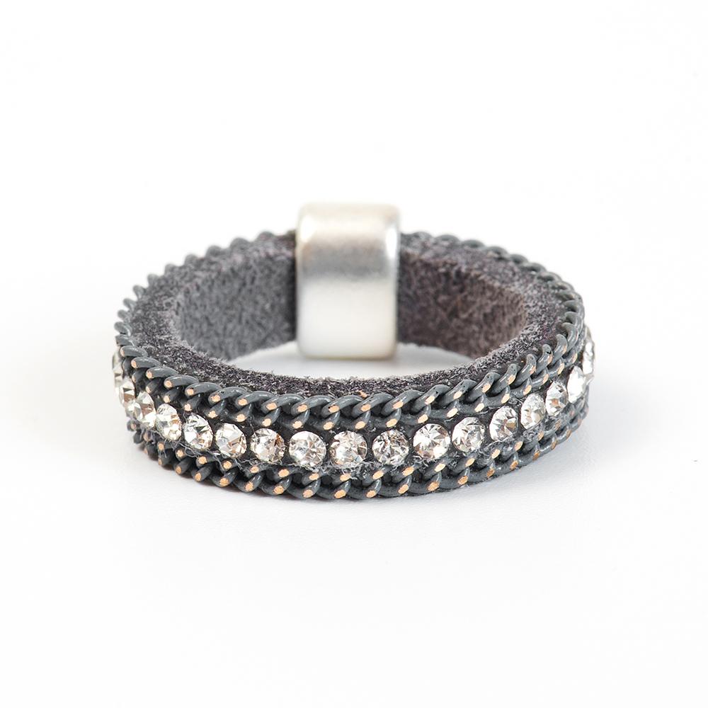 Кольцо Selena, цвет: серый. 60026217. Размер 1760026217Натуральная кожа, кристаллы Preciosa, латунь. Гальваническое покрытие матовый родий., размер Кольцо 17