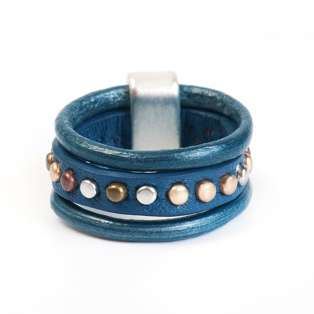 Кольцо Selena, цвет: синий. 60026347. Размер 1760026347Натуральная кожа, латунь. Гальваническое покрытие матовый родий., размер Кольцо 17