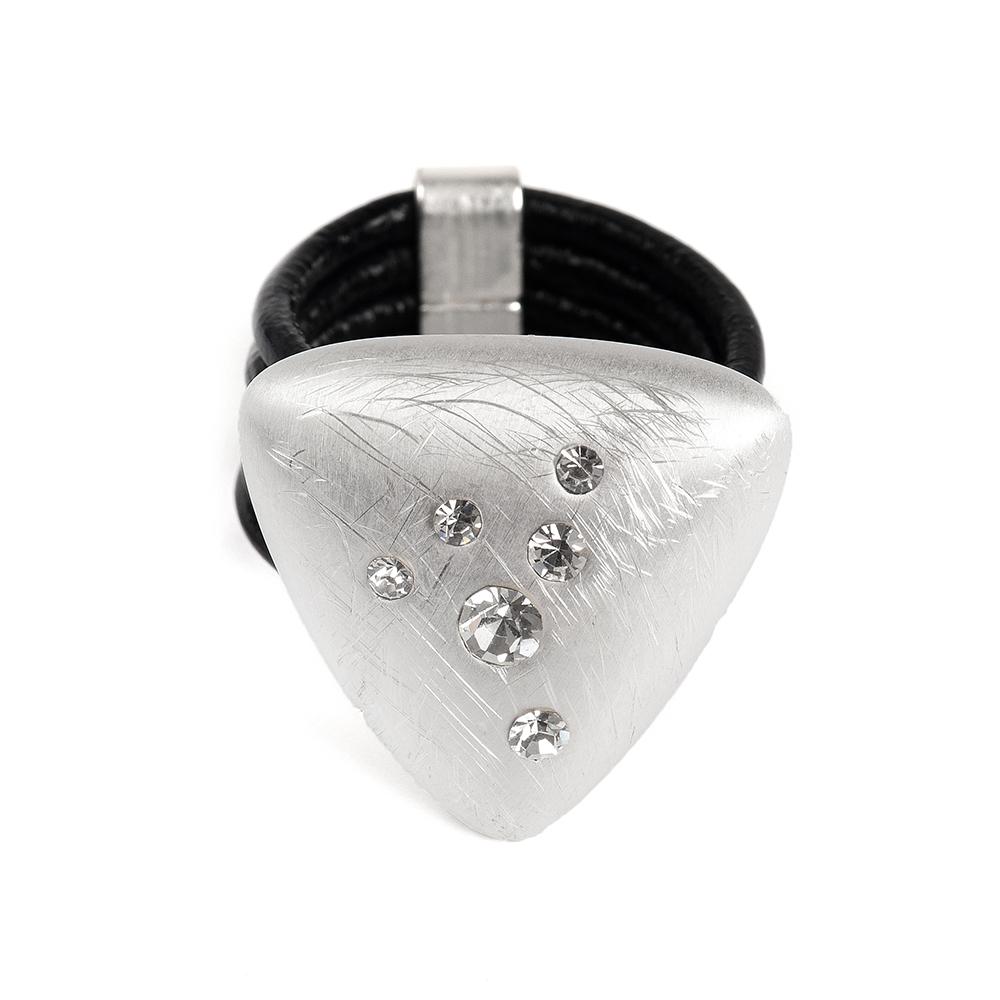 Кольцо Selena, цвет: серебристый, черный. 60026367. Размер 1760026367Натуральная кожа, кристаллы Preciosa, латунь. Гальваническое покрытие матовый родий., размер Кольцо 17