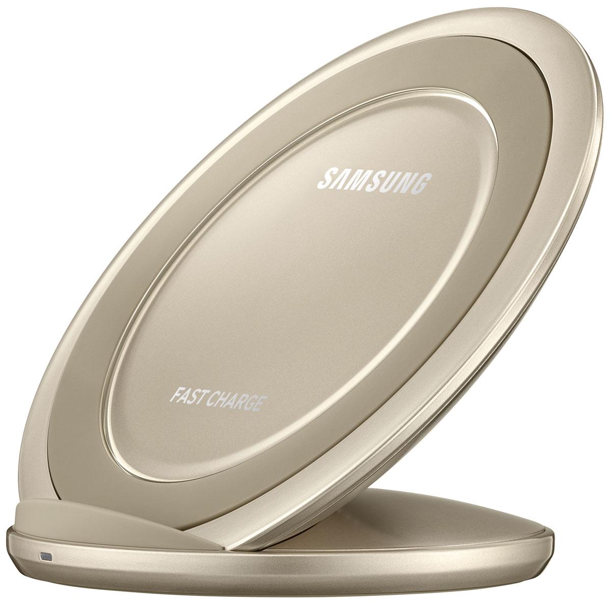Samsung EP-NG930, Gold беспроводное зарядное устройствоEP-NG930BFRGRUЛегко и быстро зарядить аккумулятор смартфона можно даже без подключения кабеля непосредственно к microUSB-разъёму устройства. Достаточно просто разместить совместимое мобильное устройство на специальной подставке с функцией быстрой зарядки. Во время зарядки вы можете с комфортом продолжать пользоваться всеми функциями смартфона, а благодаря вертикальной подставке вы не пропустите ни одного уведомления или сообщения. Данное зарядное устройство идеально подходит для просмотра мультимедийных файлов, так как беспроводная зарядка поддерживается и в вертикальном и в горизонтальном положениях смартфона.